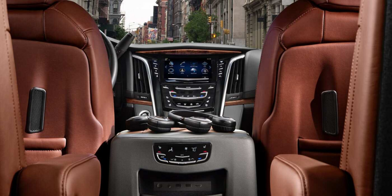 10 Cadillac Escalade Comparisons, Reviews & Pictures | TrueCar - cadillac escalade 2020 interior
