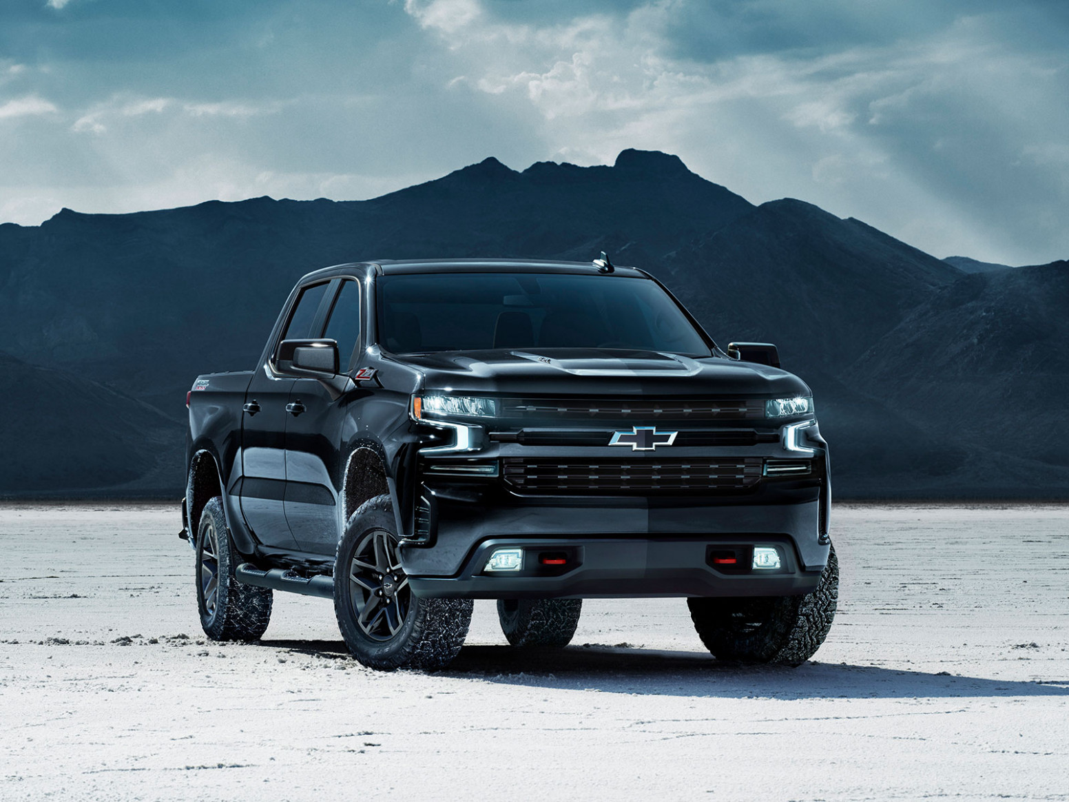 10-Chevrolet-Silverado-Midnight-Edition-10 – AutoGuru