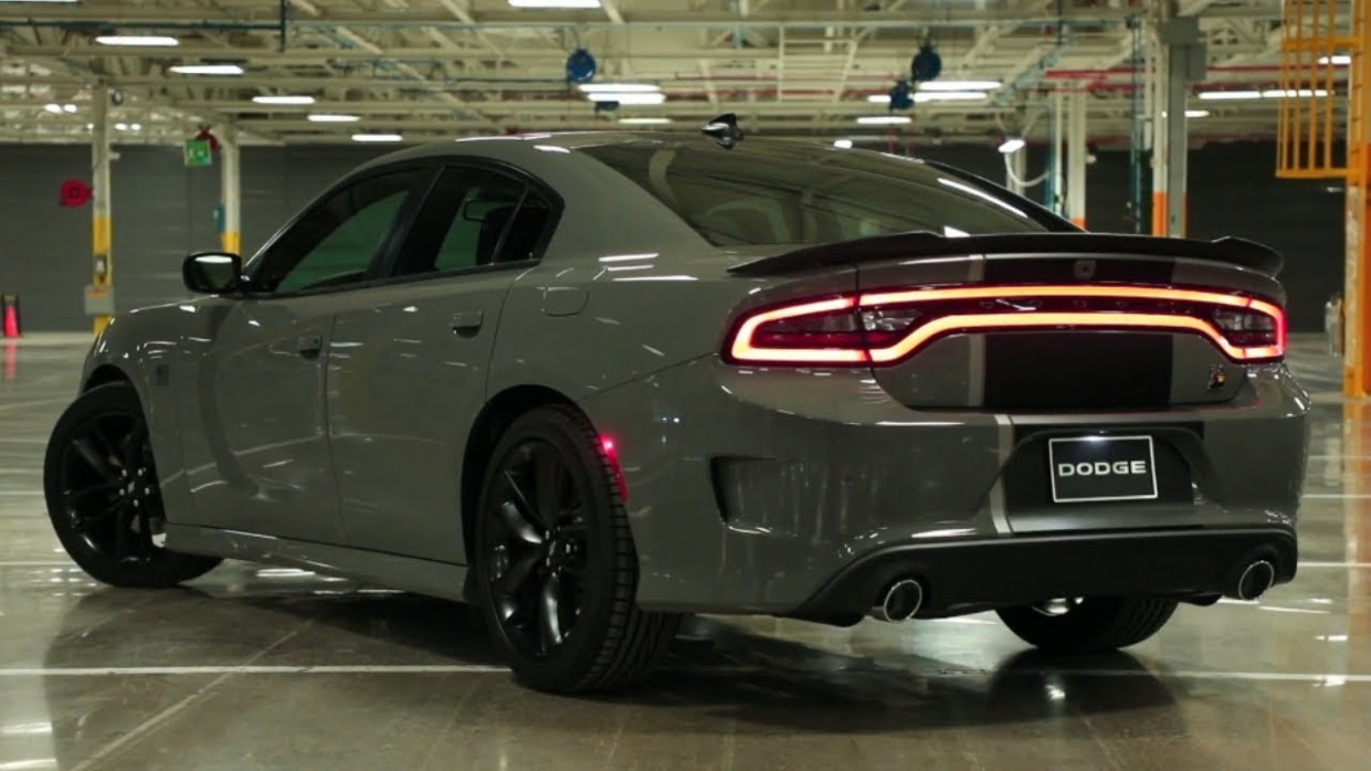 10 Dodge Charger vs 10 Challenger Hellcat New Edition