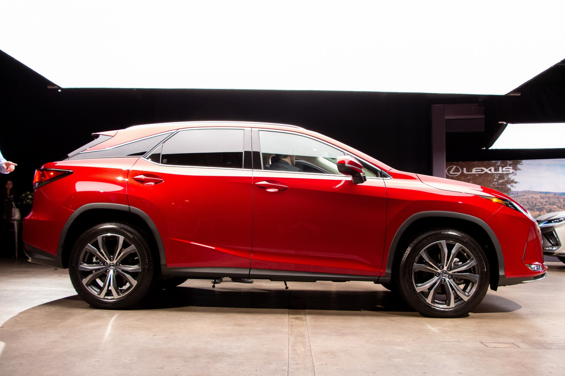 10 Lexus RX Unveiled with New Style and Crucial Tech Upgrades ...