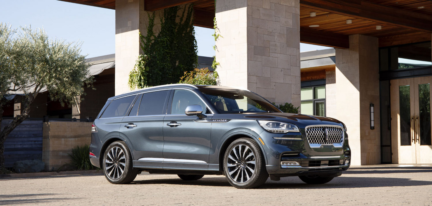 10 Lincoln Aviator Wins MAMA Luxury Family Vehicle Of The Year