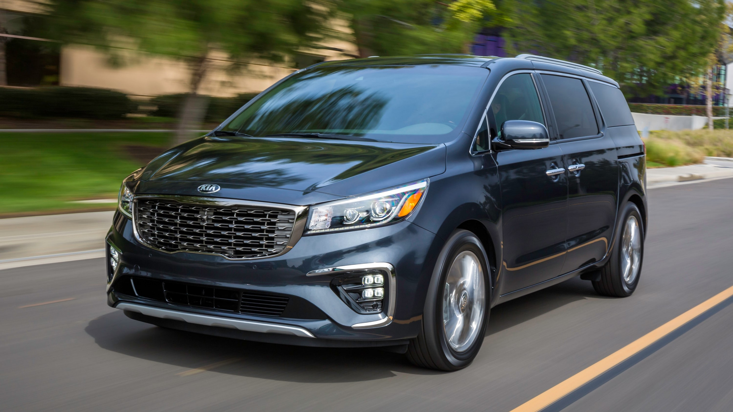 10 Most Affordable 10-Row Vehicles | Kelley Blue Book - 2020 chevrolet family van