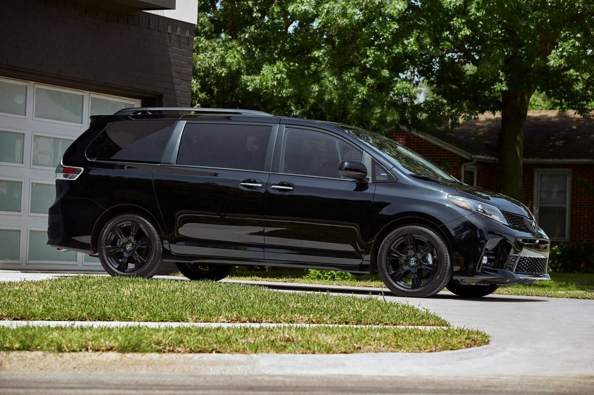 10 Toyota Sienna offers a smooth and comfortable ride - The ...