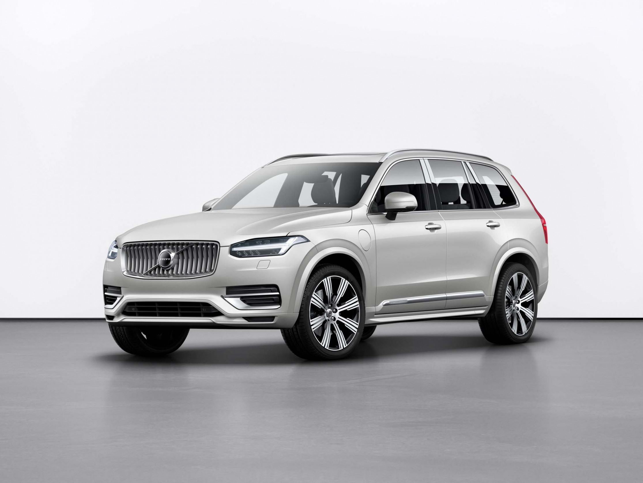 10 Volvo plug-in hybrids: Bigger battery boosts EPA range, mpg - volvo hybrid electric 2020