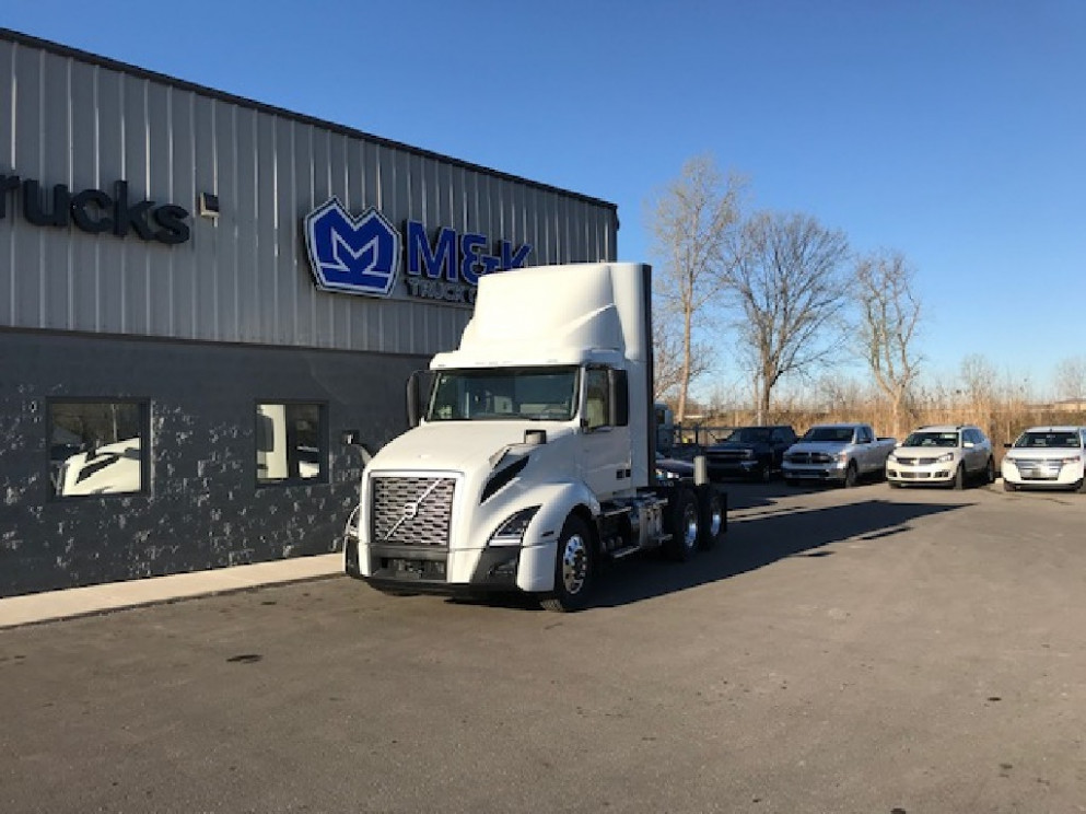 10 VOLVO VNL10T10 DAYCAB FOR SALE #10 - volvo day cab 2020