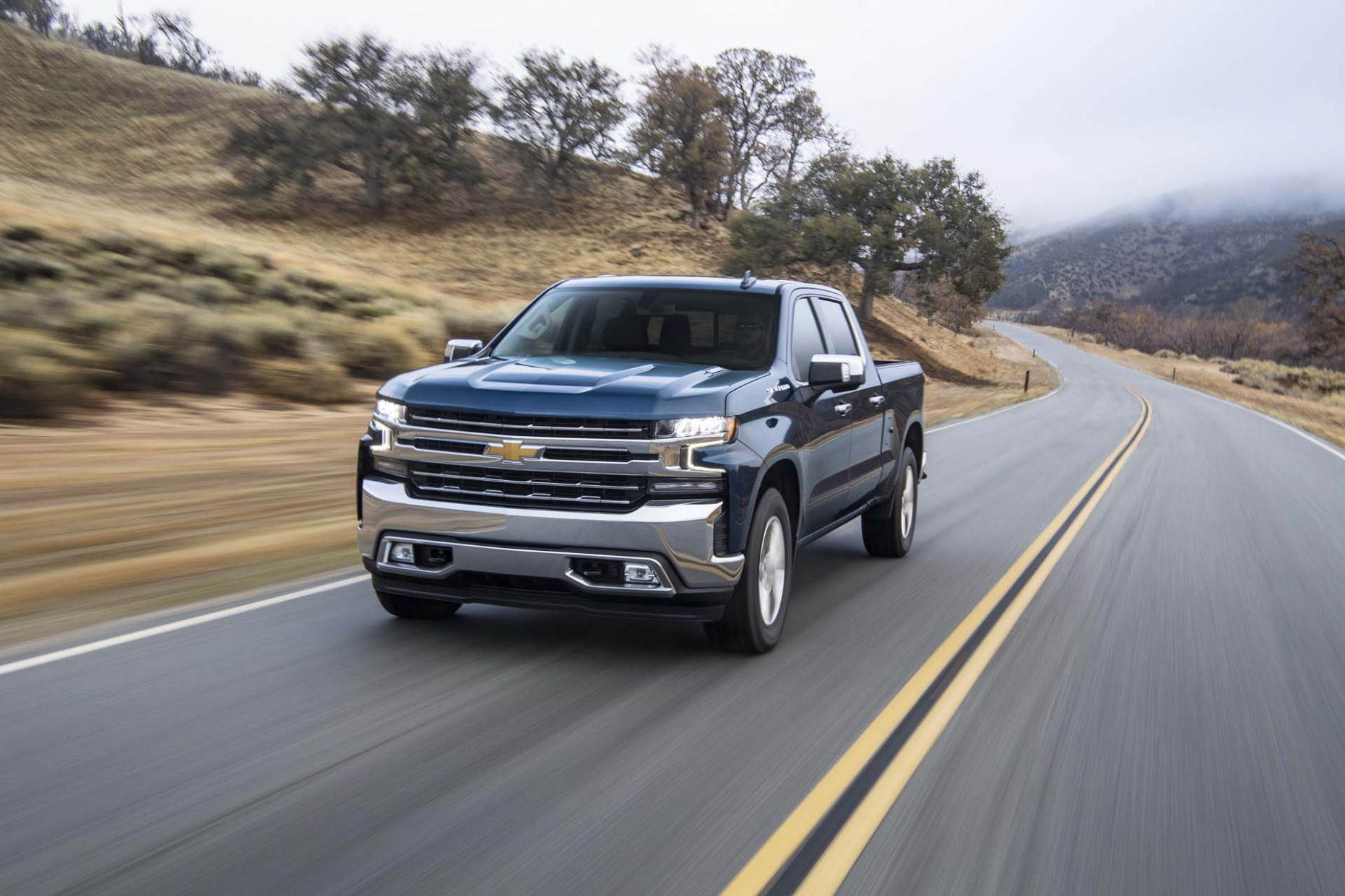 11 Chevrolet Silverado vs. 11 GMC Sierra 11: Compare Trucks