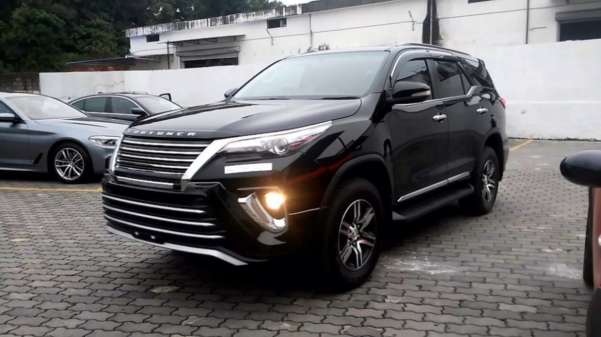 11 Toyota Fortuner Facelift Spied For The First Time Ever - Pics ...