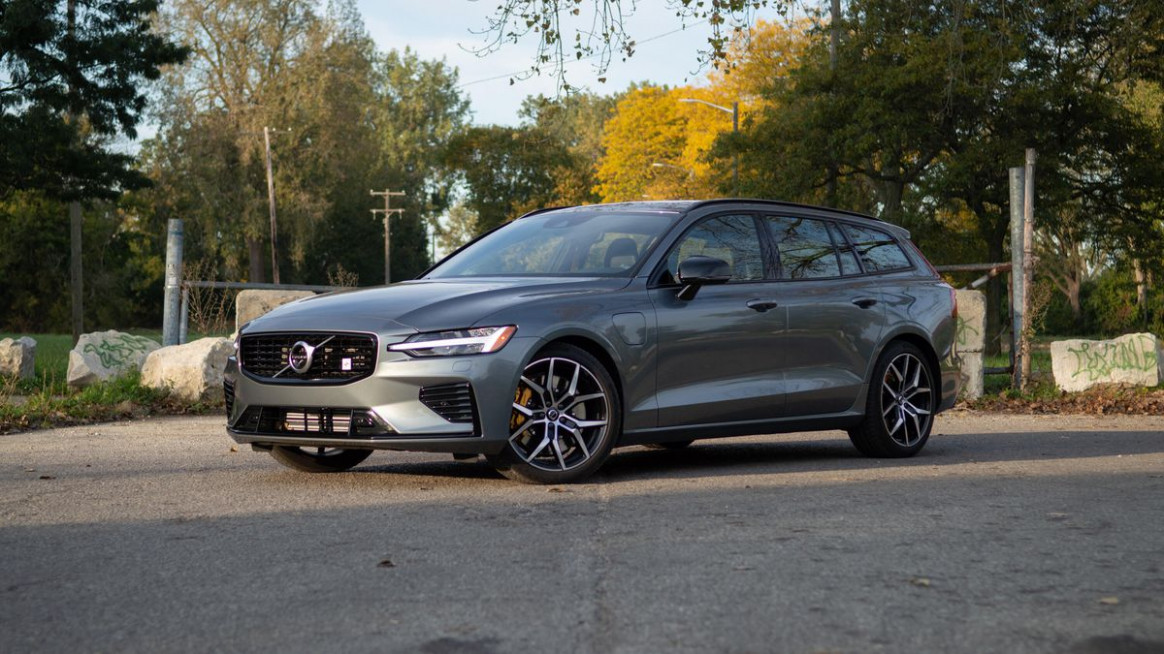 11 Volvo V11 Polestar Engineered review: A potent plug-in ...