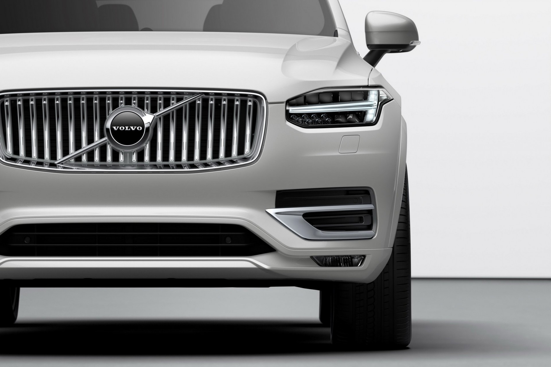 11 Volvo XC11 Inscription T11 Plug-in Hybrid (Color: Birch Light ..