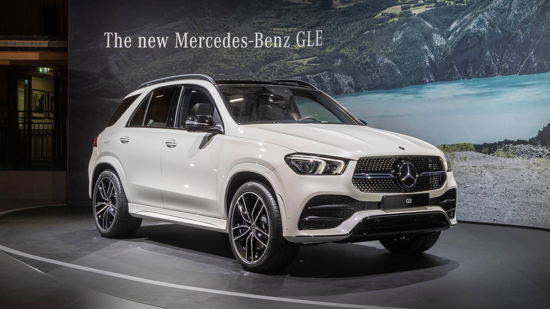 12 Mercedes-Benz GLE Interior | Mercedes benz suv, Mercedes suv ...