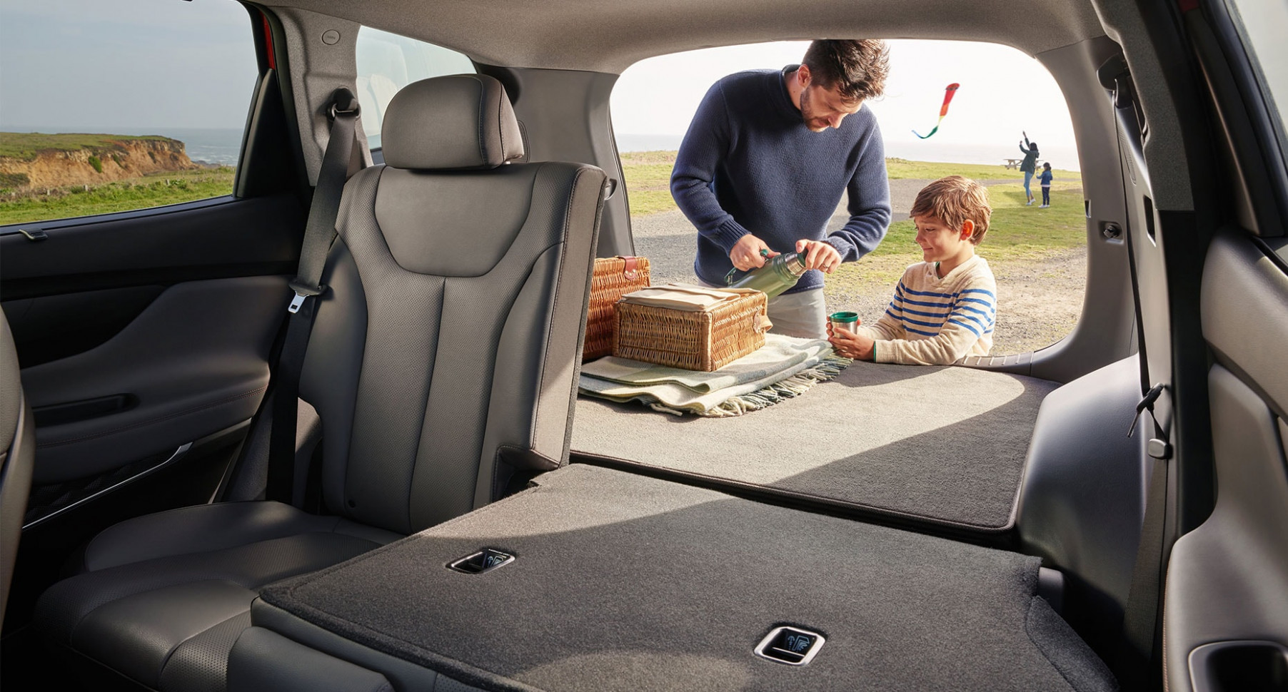 8 Hyundai Santa Fe | Surround yourself with safety | Hyundai Canada - hyundai santa fe 2020 interior