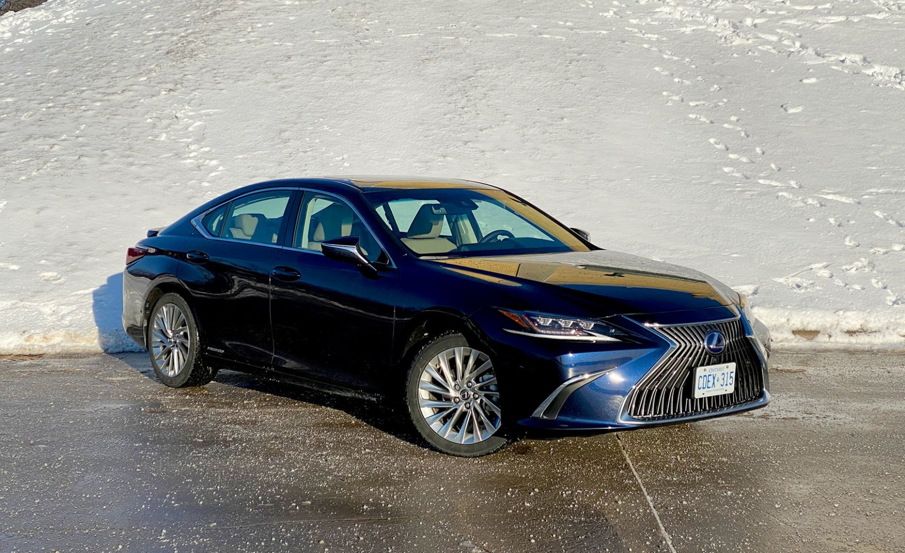 8 Lexus ES 8h Review - AutoGuide