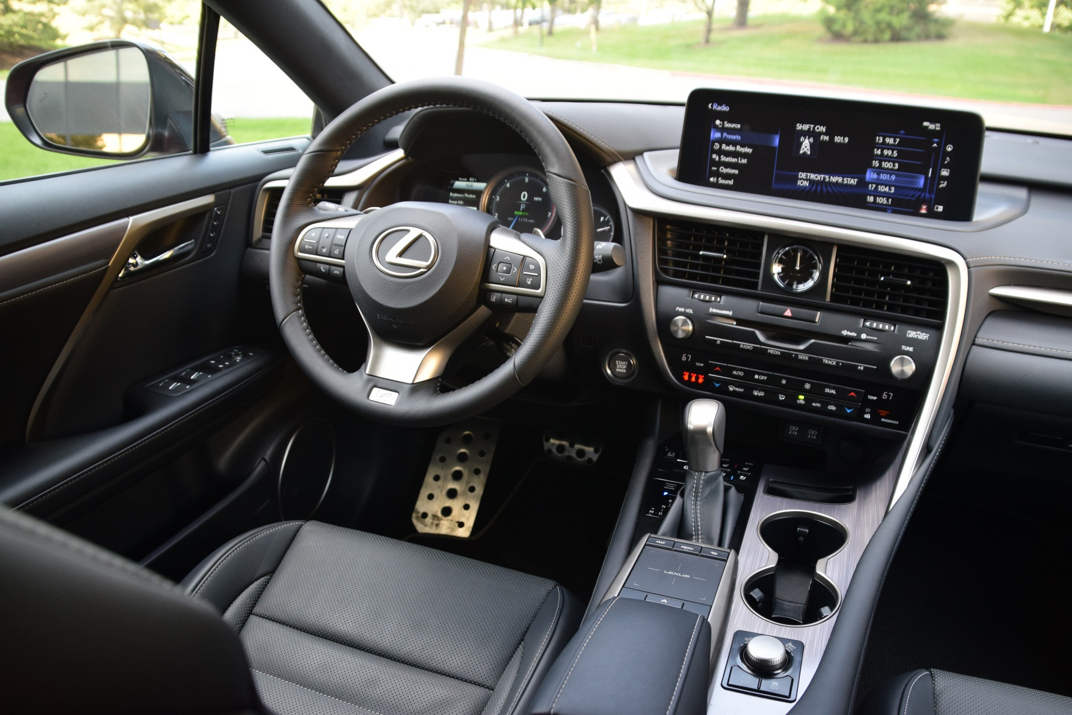 8 Lexus RX 8 Takes Giant UX Leap | WardsAuto