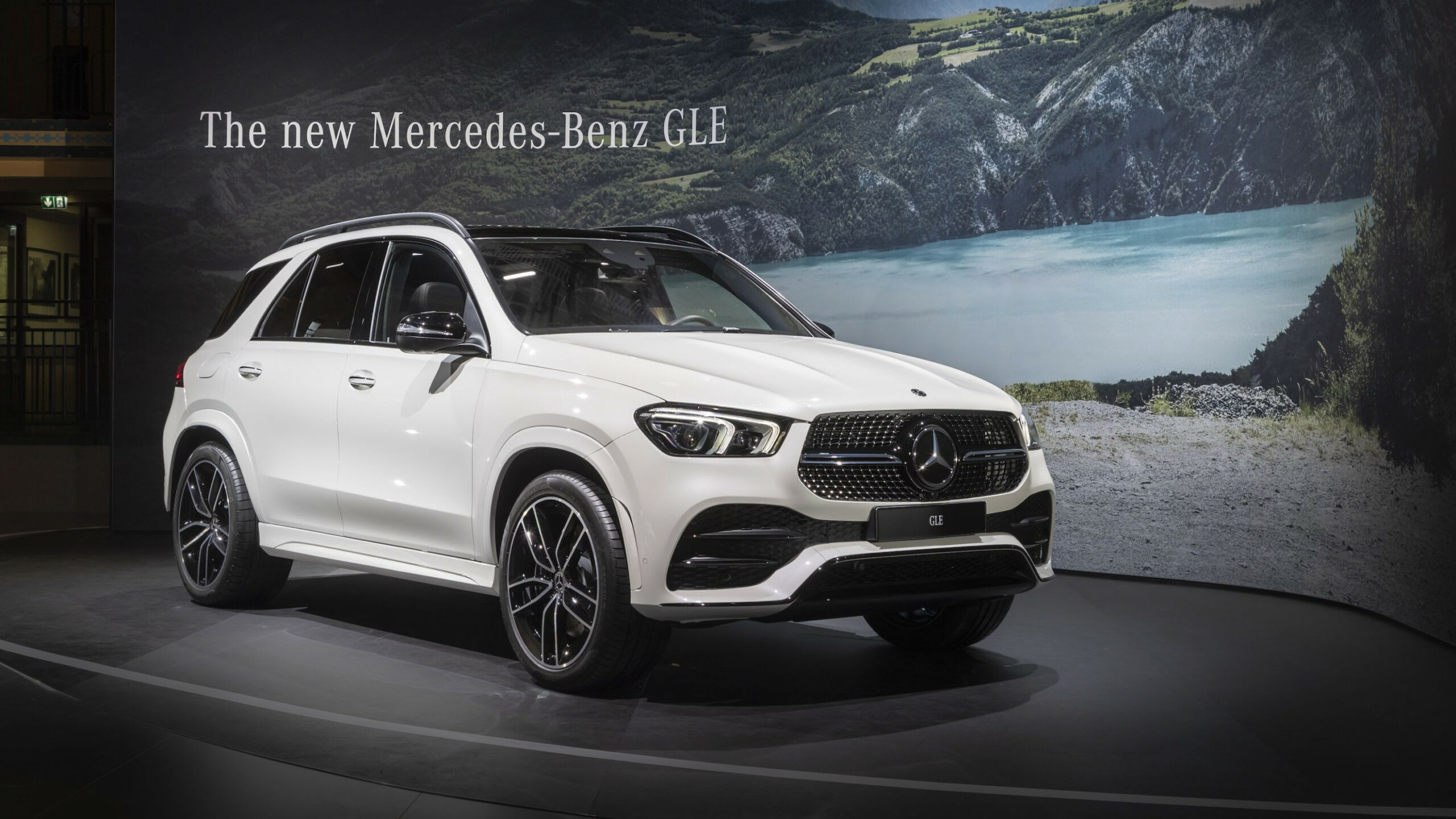8 Mercedes-Benz GLE Throws A Party Ahead Of Paris Debut ...