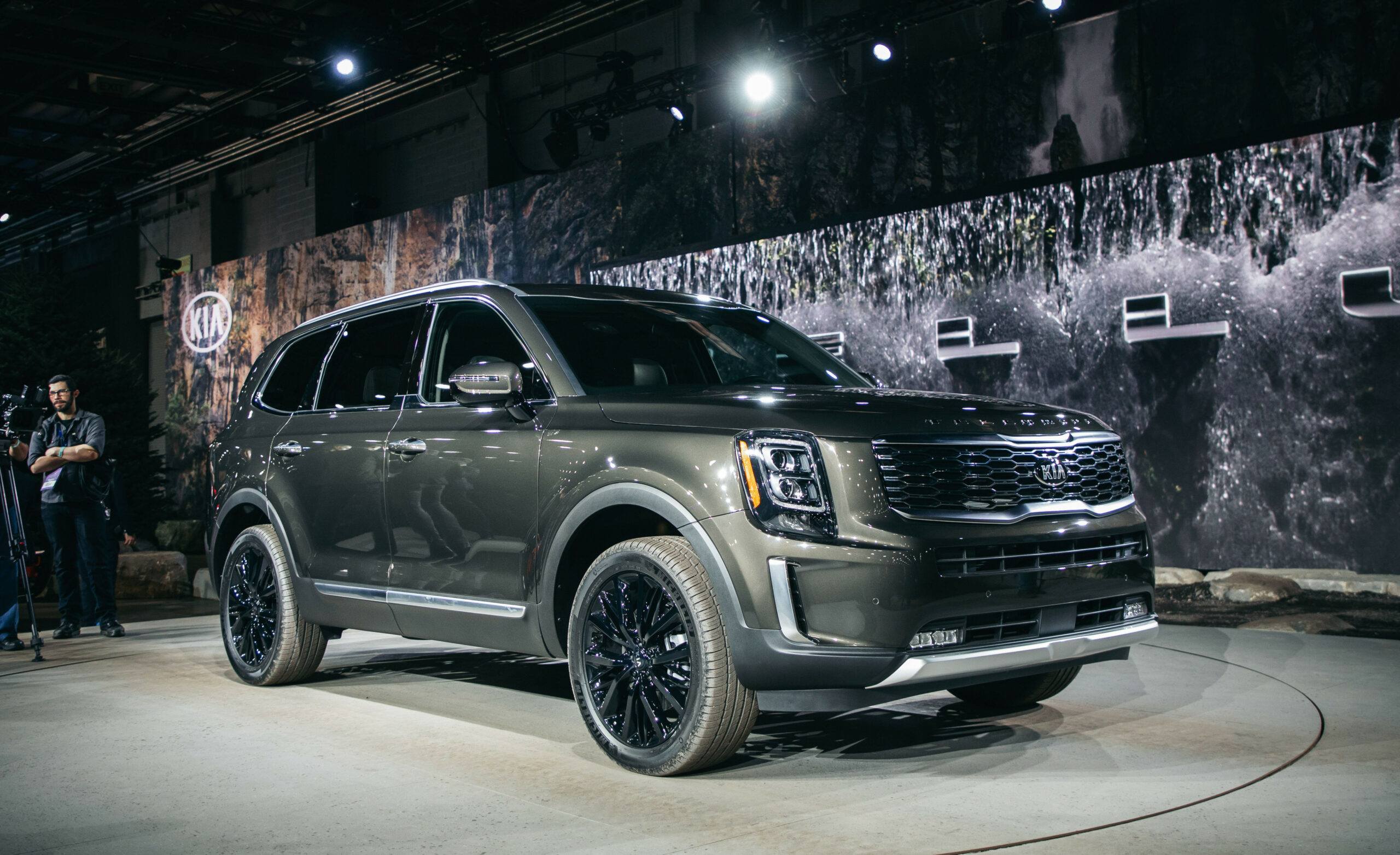 9 Kia Telluride Three-Row SUV – V-9 Flagship Crossover