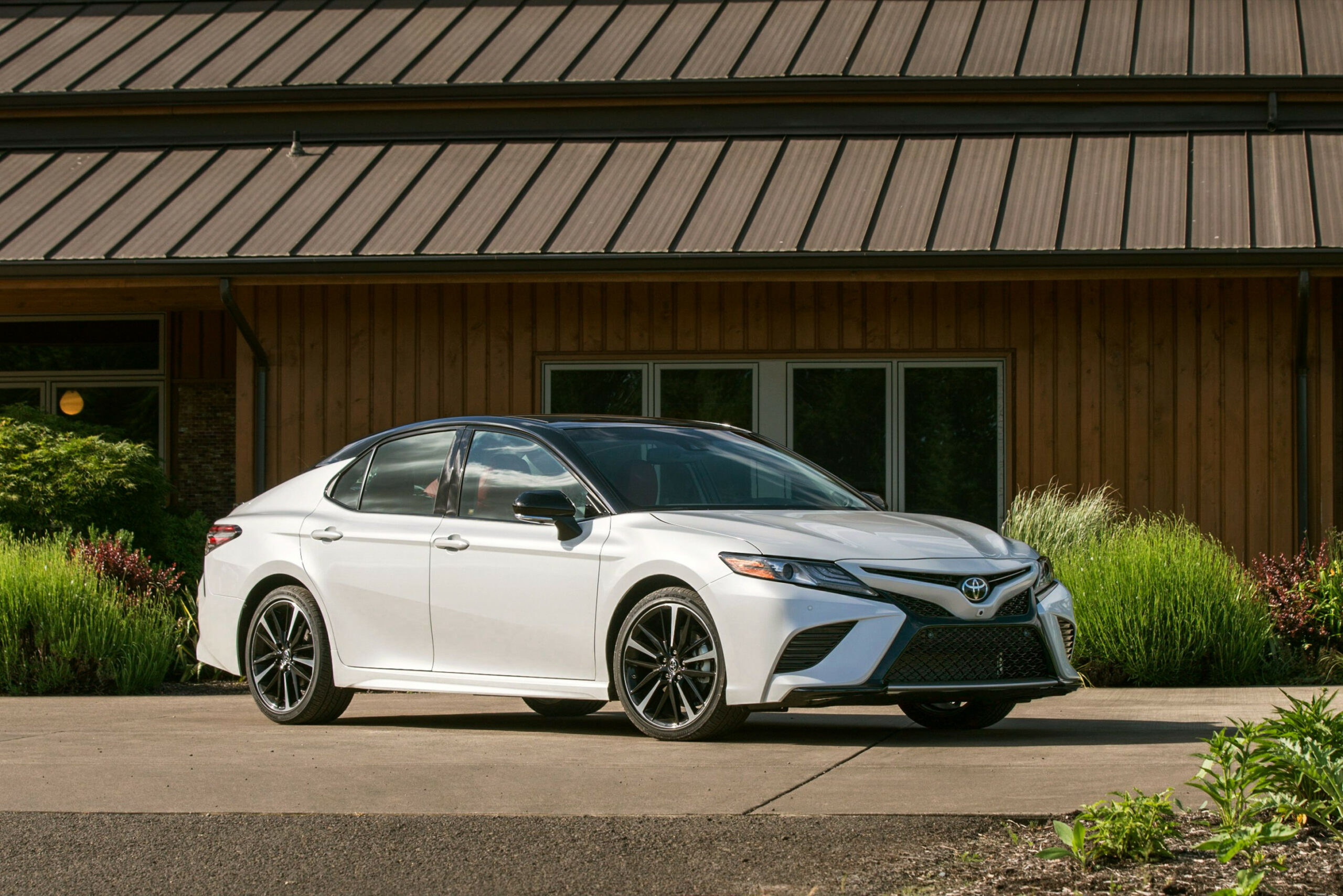 9 Toyota Camry Review, Pricing, and Specs - toyota camry hybrid 2020