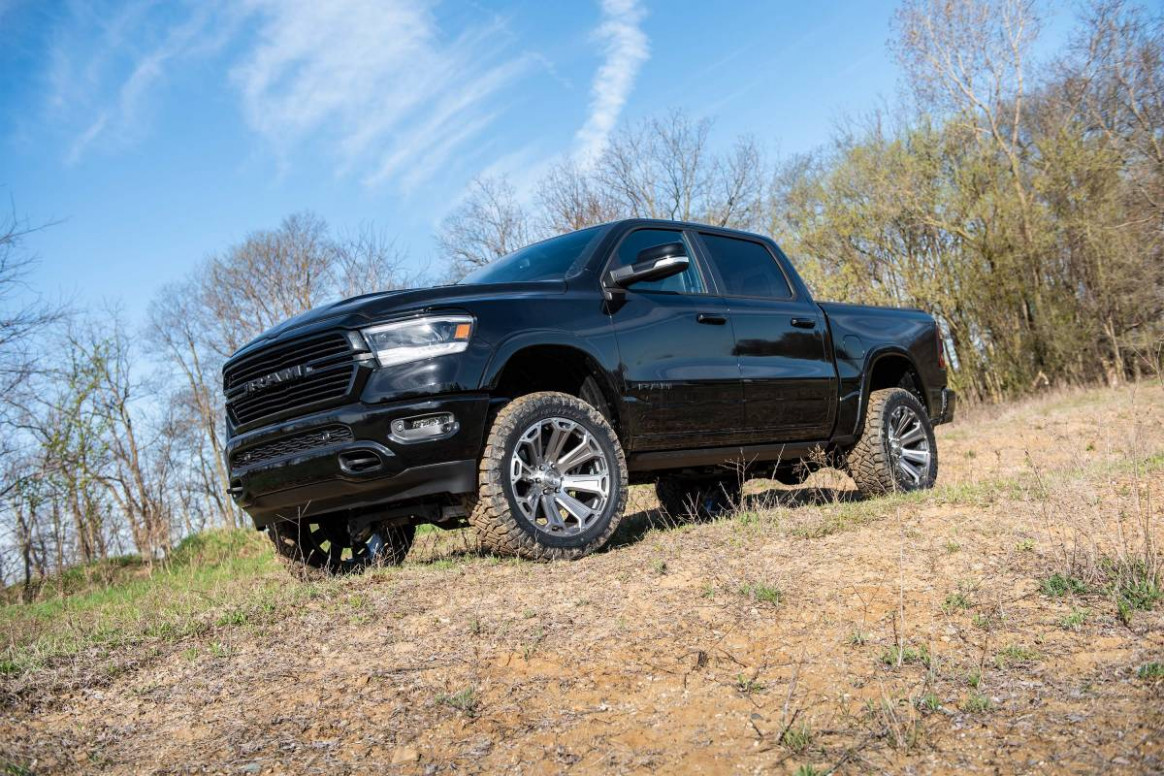 """BDS 8"""" Lift Kit With Fox 8.8 Series Shocks For 8819 Ram 1588 8WD With  Standard Knuckles"""
