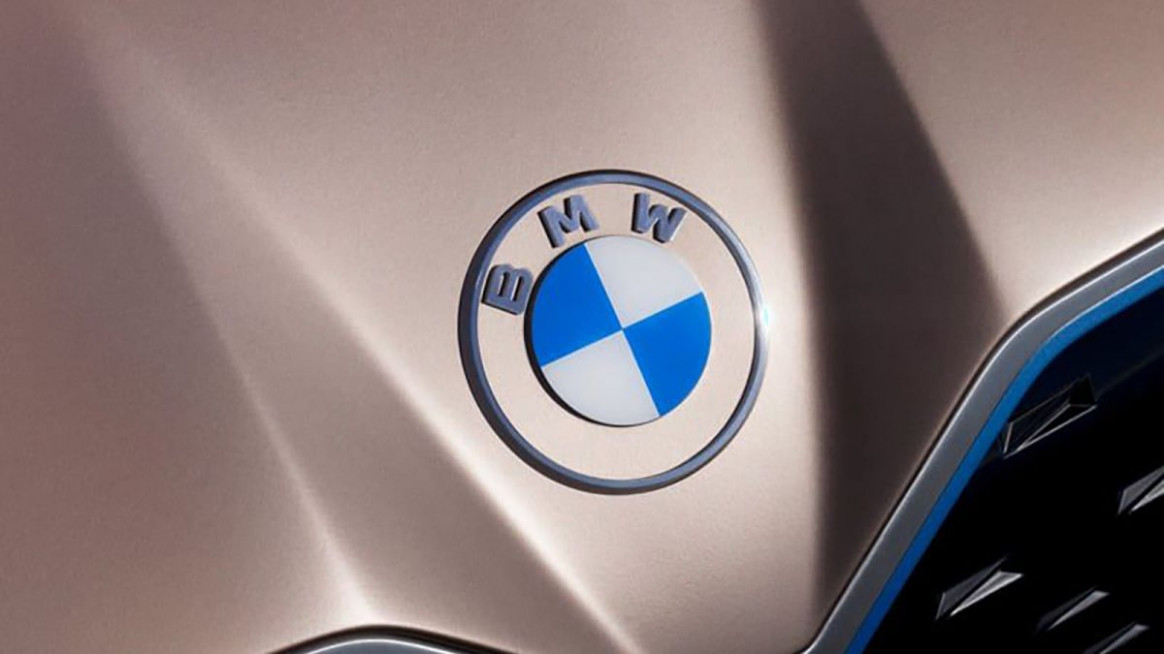 BMW redesigns its iconic logo - CNN