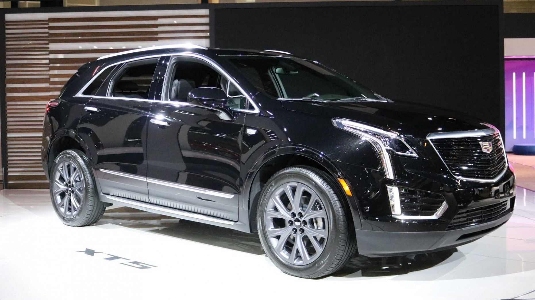 Cadillac XT10 Sport Package Debuts Darker Design In Chicago - 2020 used cadillac xt5