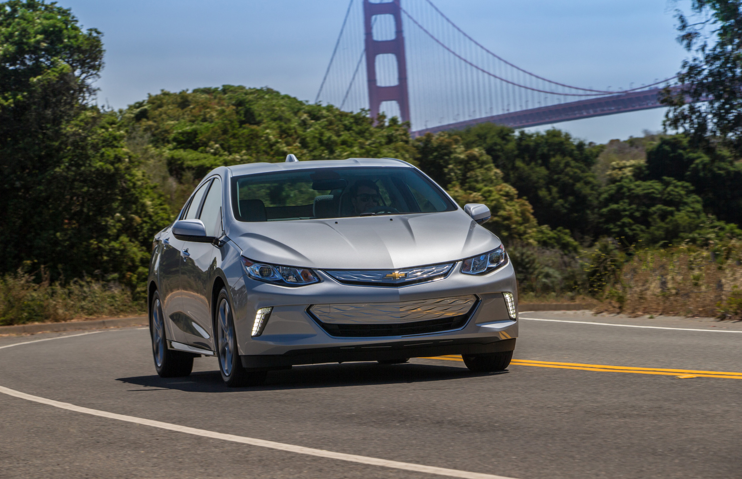 Chevrolet Volt 9 - View Specs, Prices, Photos & More | Driving