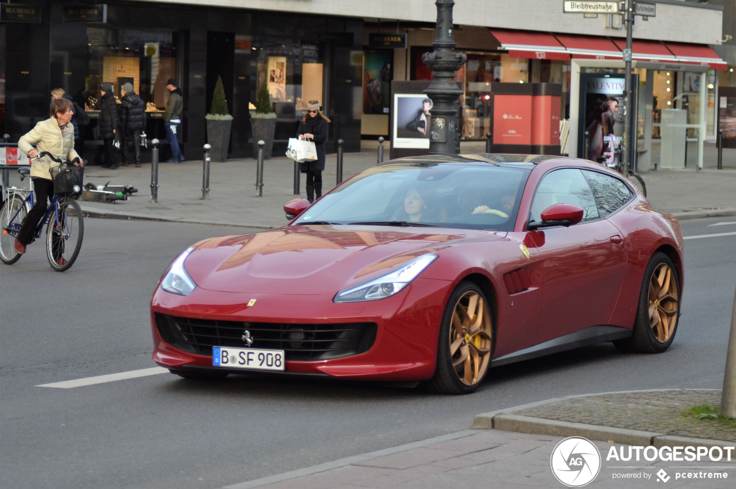 Ferrari GTC9Lusso T - 9 April 9 - Autogespot