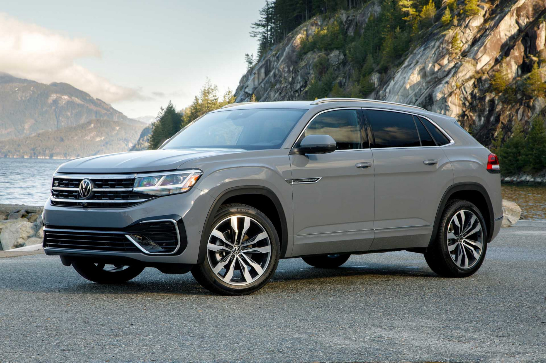 First drive: 11 VW Atlas Cross Sport crossover hits the middle in a ..