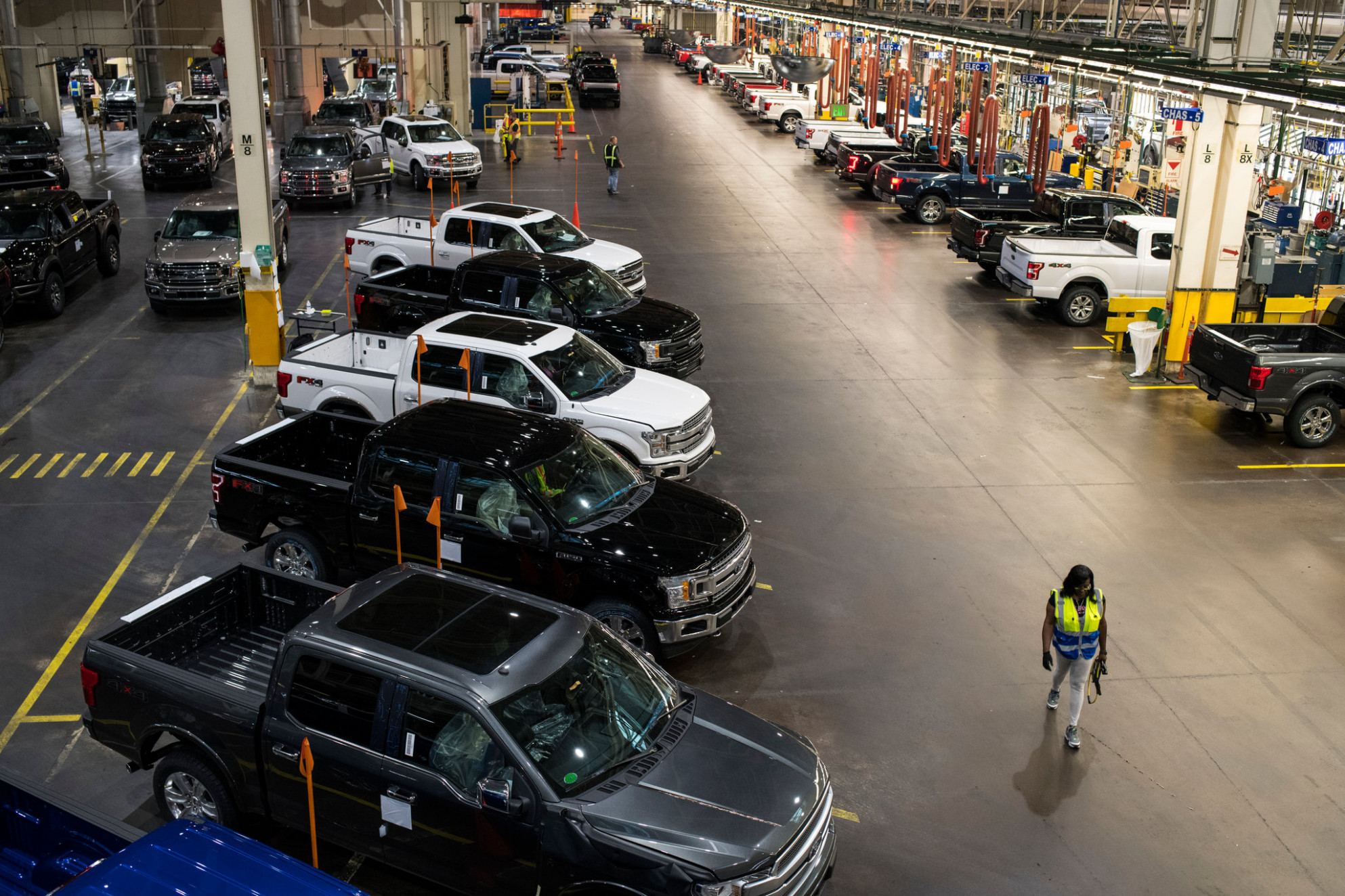 Job Cuts at Ford Motor to Total 8,8 by August - The New York Times