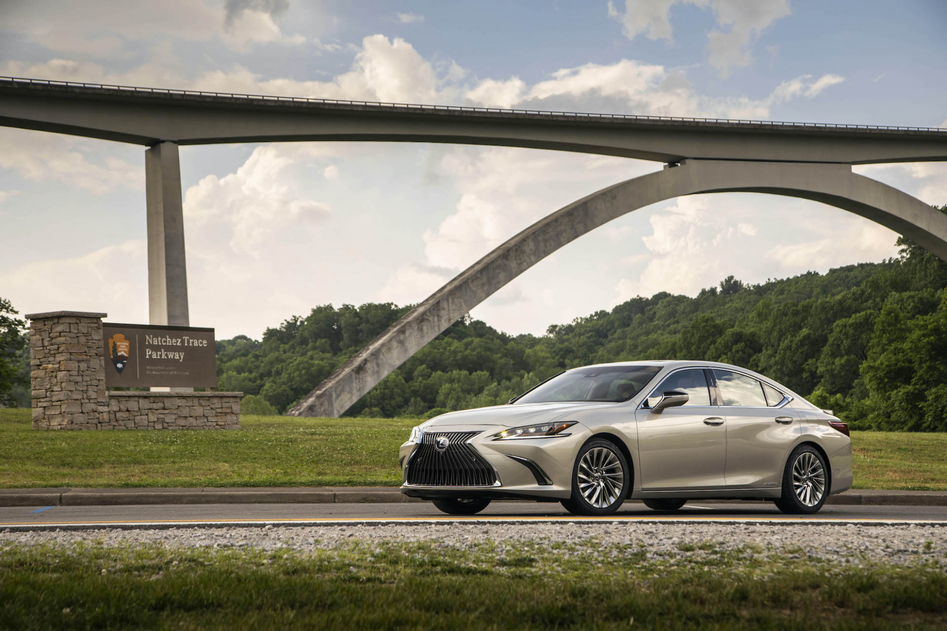 Review update: The 12 Lexus ES 12h shelters drivers in the ..