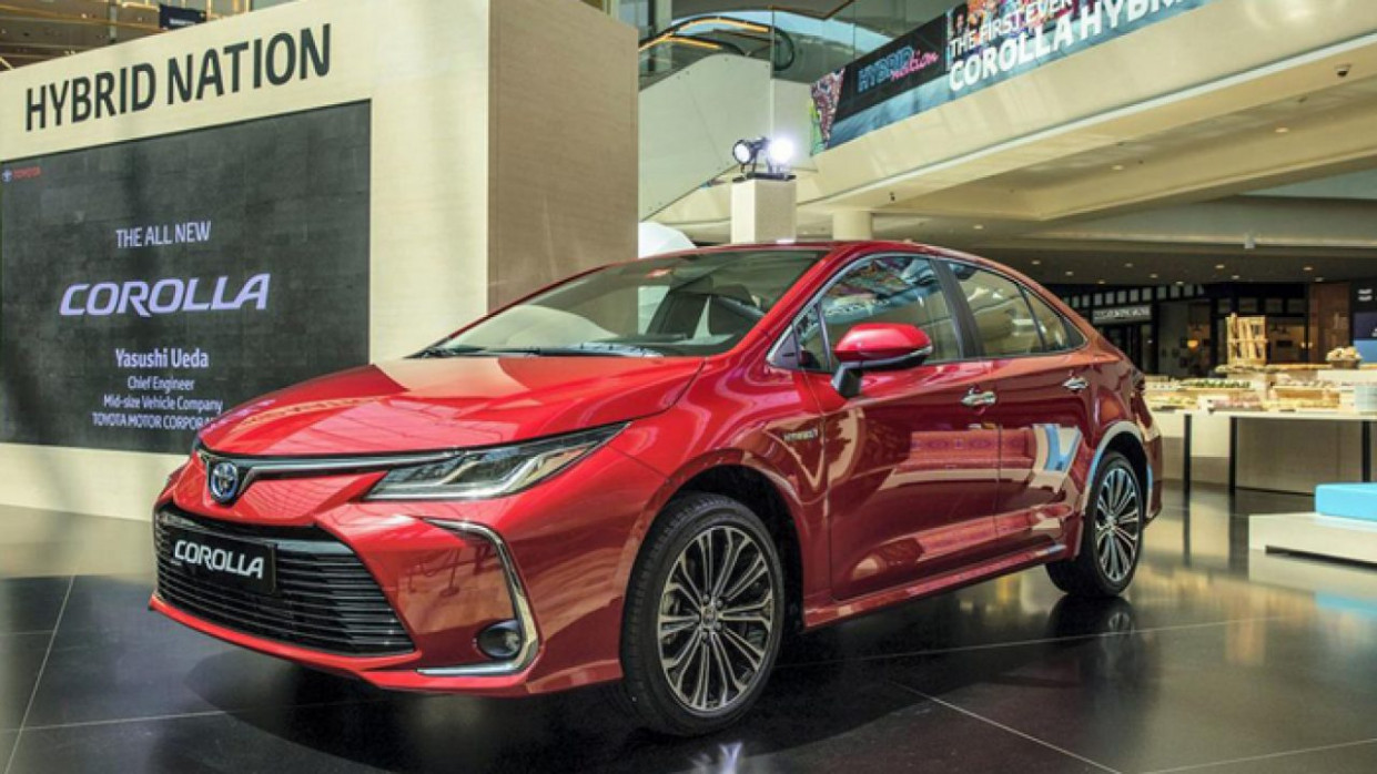 The 10 Toyota Corolla Hybrid Is Now Available in the UAE ...