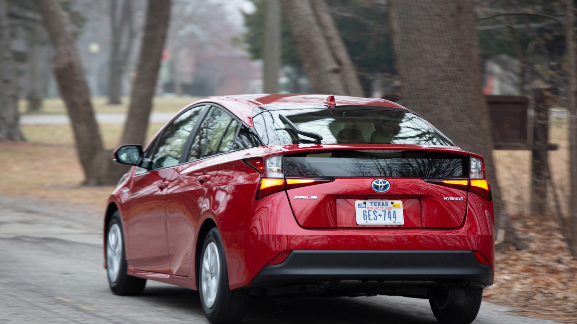 6 Toyota Prius: Up to 6 MPG, now with CarPlay and Alexa for ..