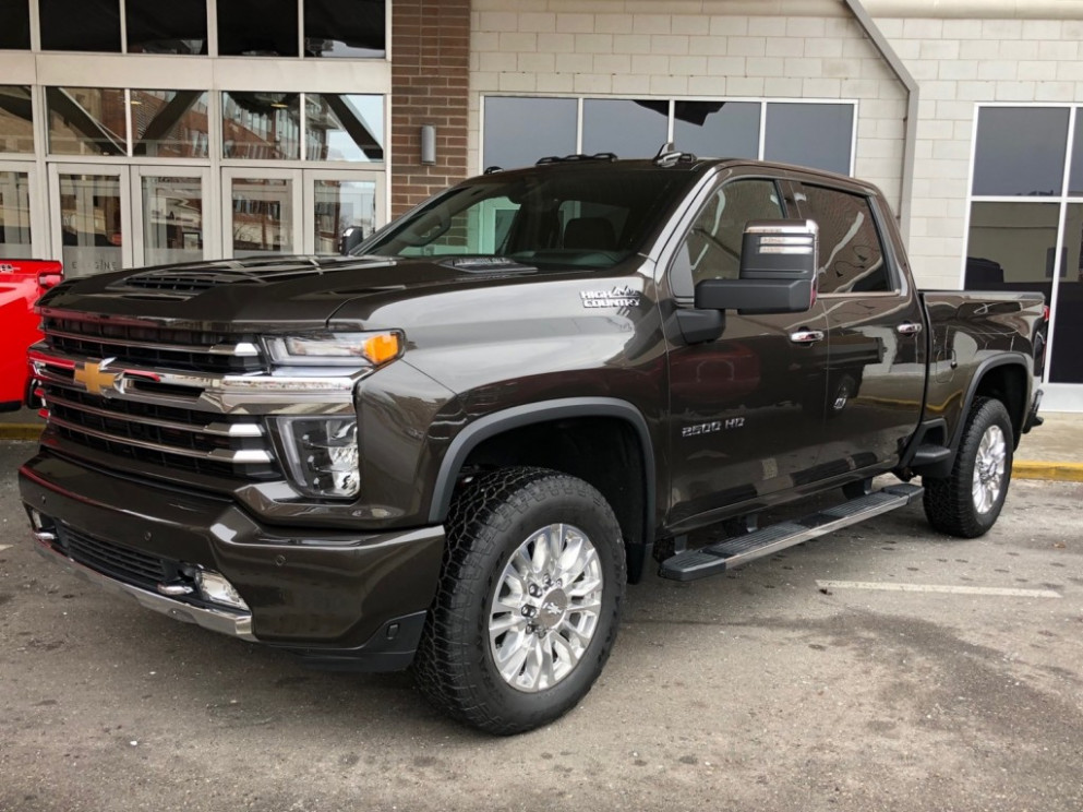 8 Silverado HD High Country: Live Photo Gallery | GM Authority - chevrolet high country 2020 price