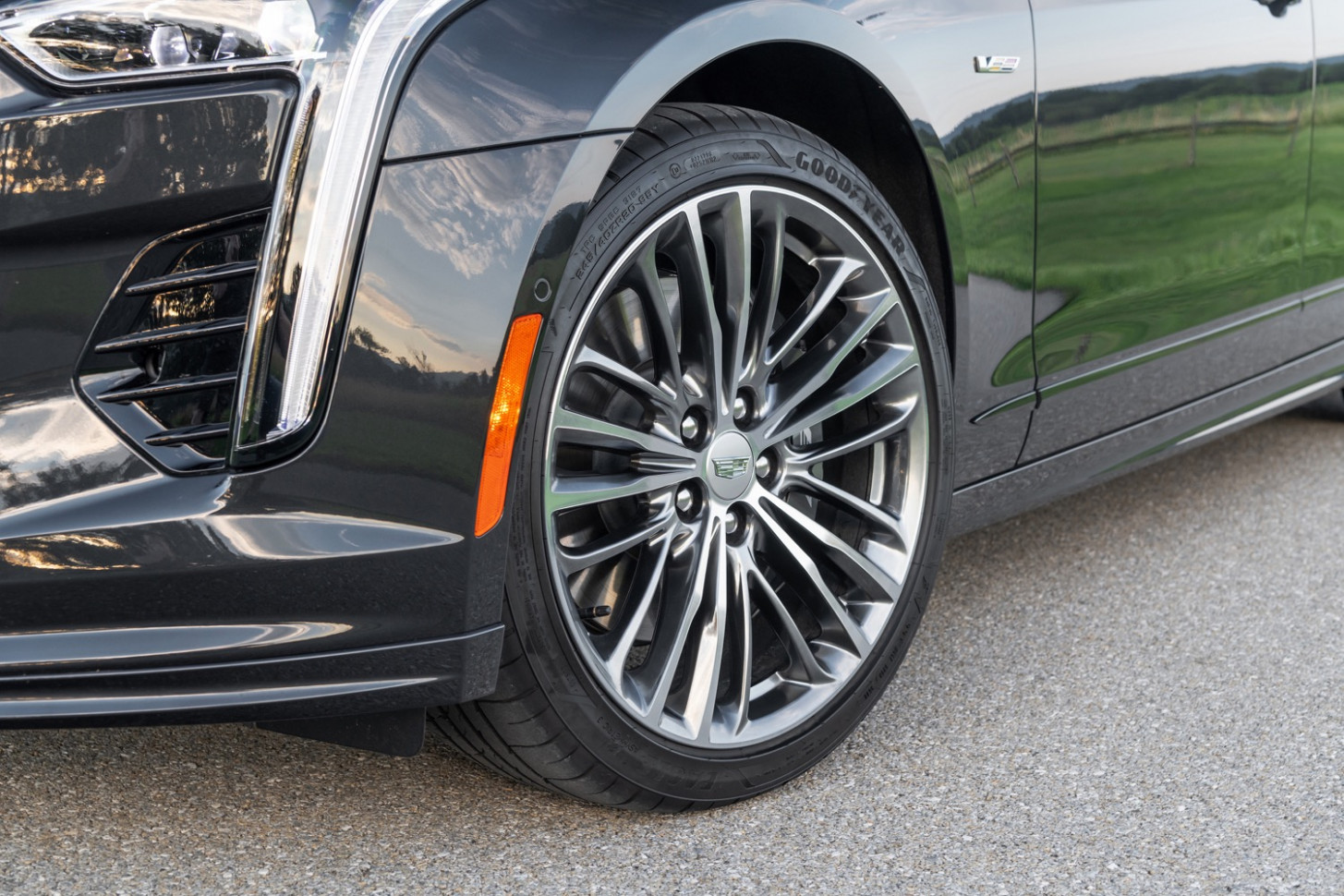 Cadillac CT7-V: Here Are The Three Sets Of Factory Wheels | GM ...