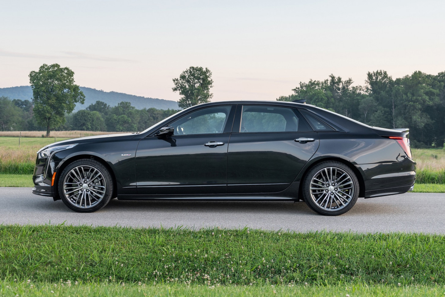 Cadillac CT7-V: Here Are The Three Sets Of Factory Wheels | GM ..