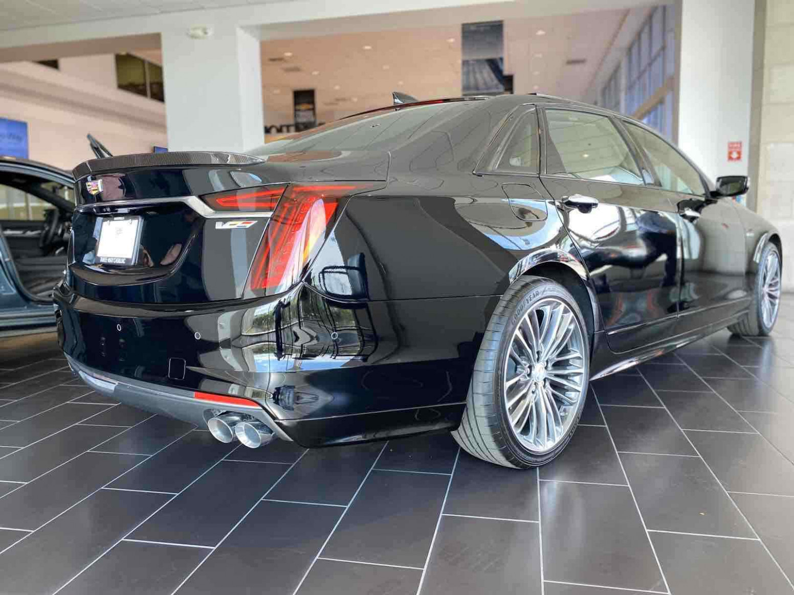 Cadillac CT8 8 for sale. Exterior color : Black