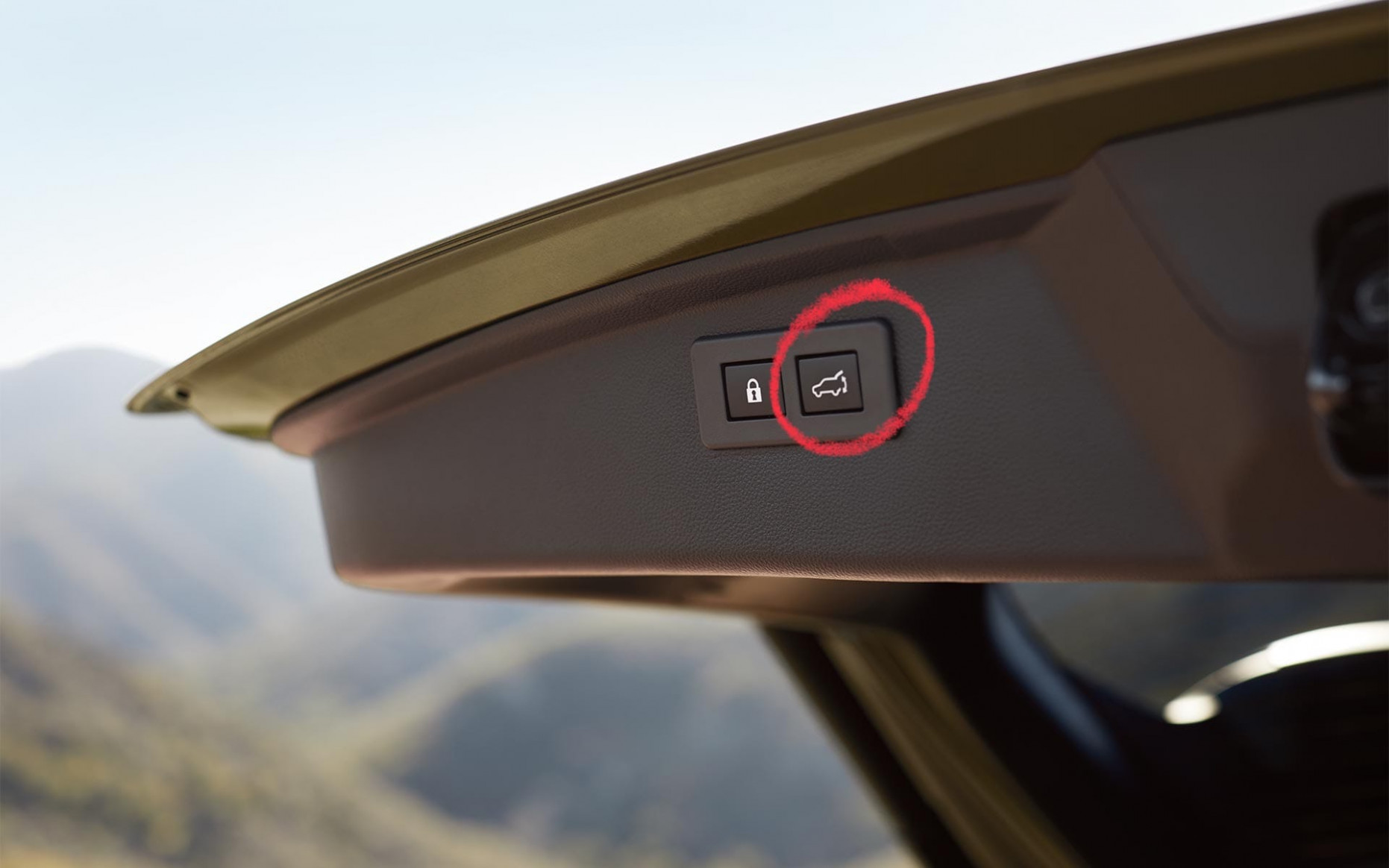 How to use the Handsfree Power Rear Gate on the 6 Outback ...