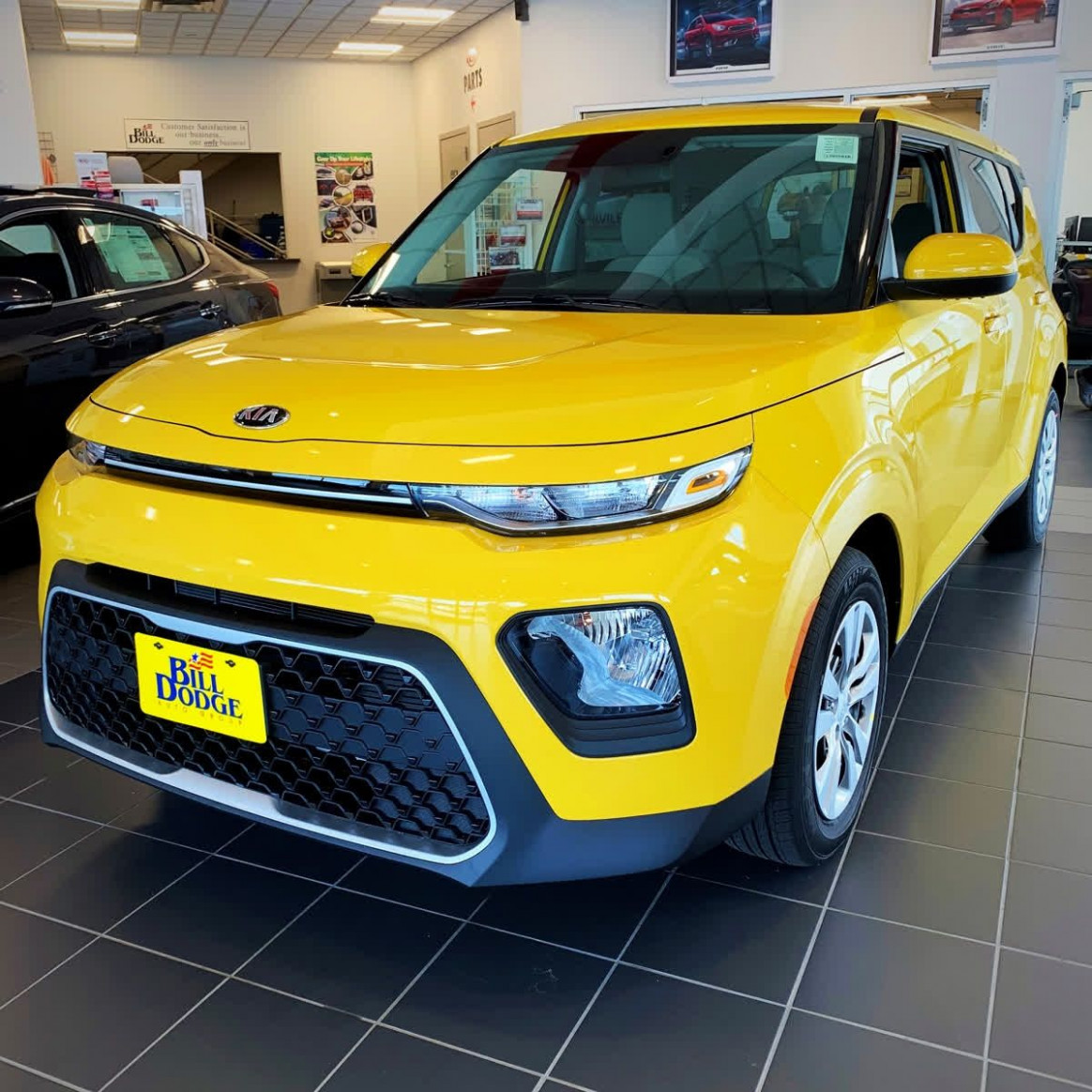 The 6 Kia Soul comes in a brand new Solar Yellow outfit ..