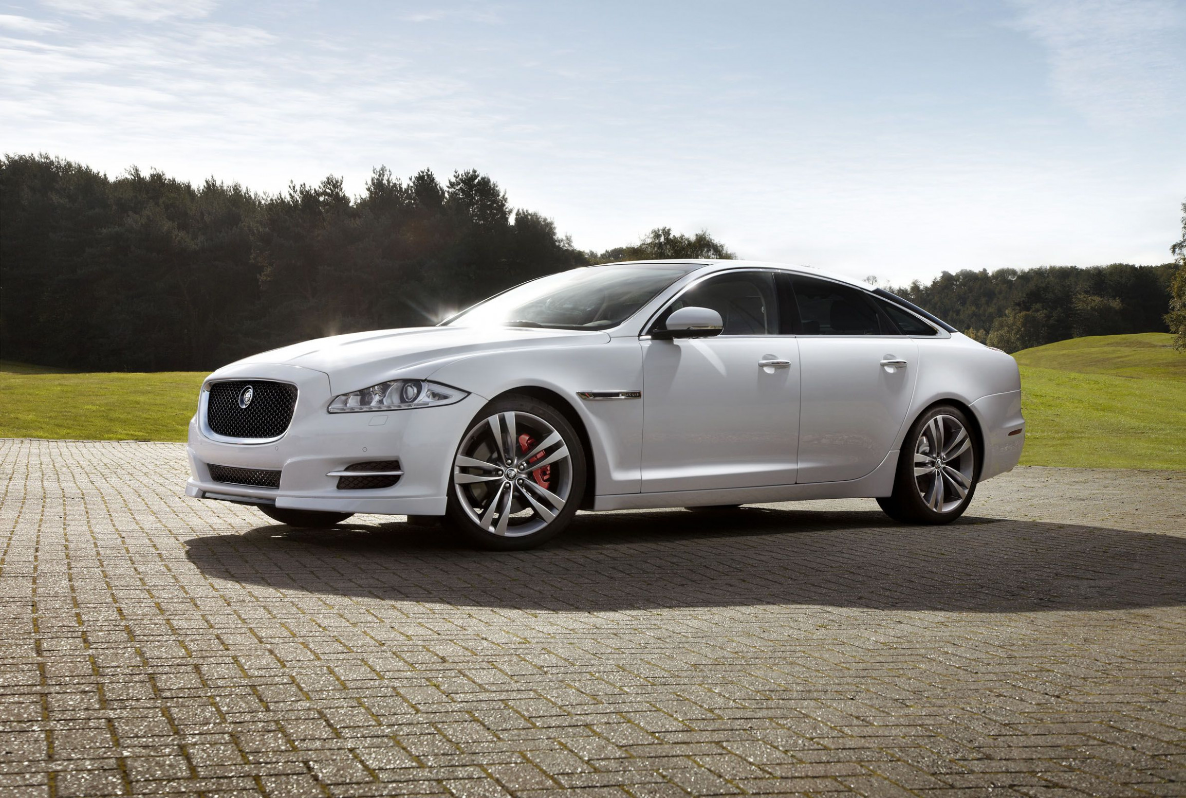 The new 7 White Jaguar XJ | Jaguar xjl, Jaguar xj, Jaguar car - 2020 white jaguar xj