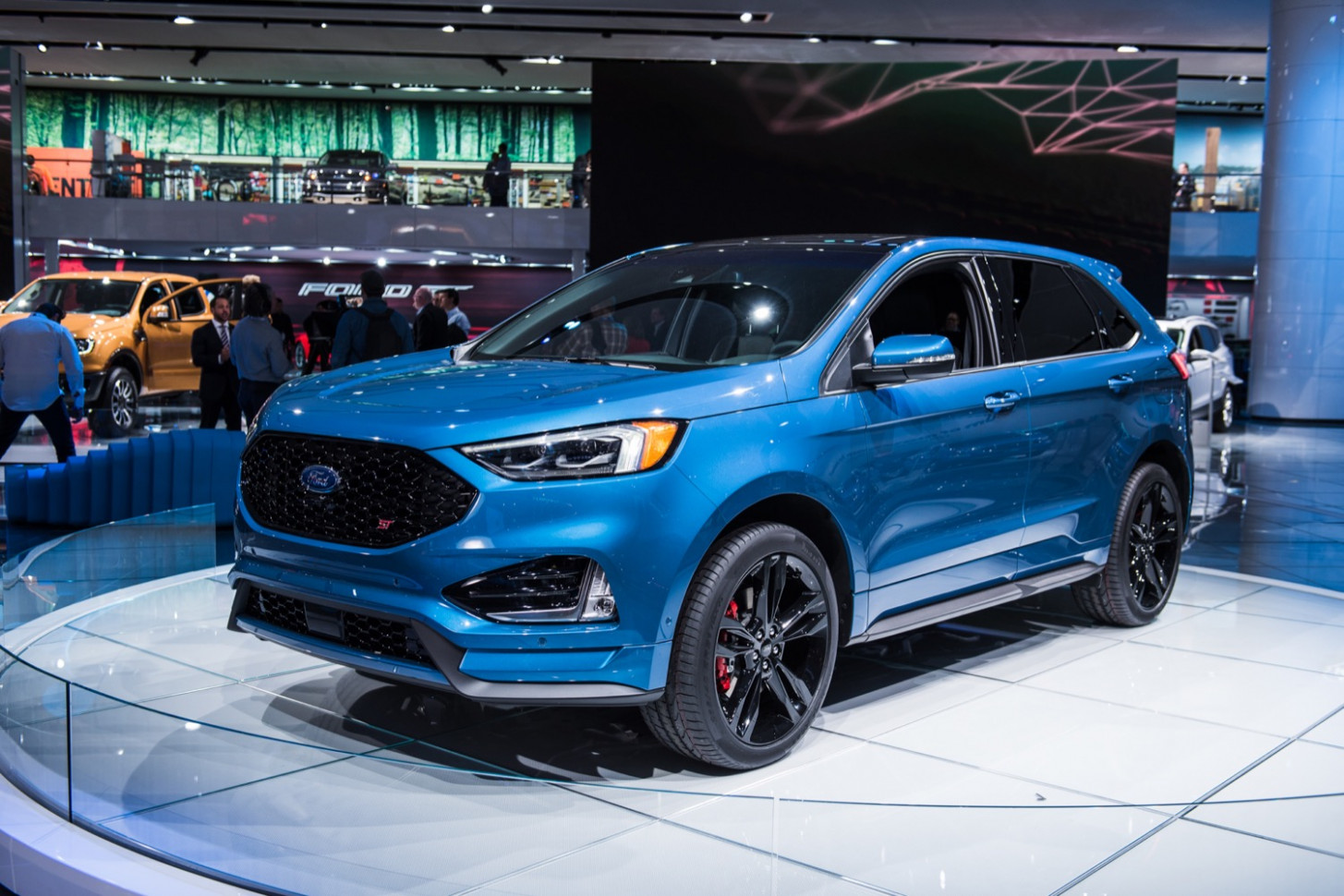 6 Ford Edge: Here's What's New And Different