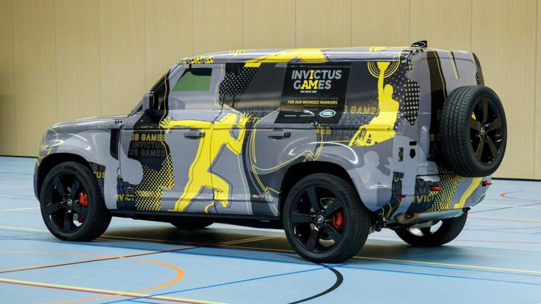 6 Land Rover Defender Returns In Close-Up Shots