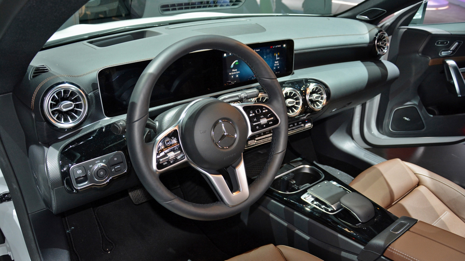 6 Mercedes-Benz CLA brings its svelte looks to CES - 2020 mercedes inside