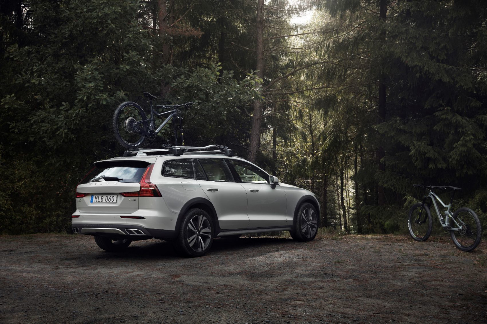 6 Volvo V6 Review: Better Than An SUV? It Just Might Be!