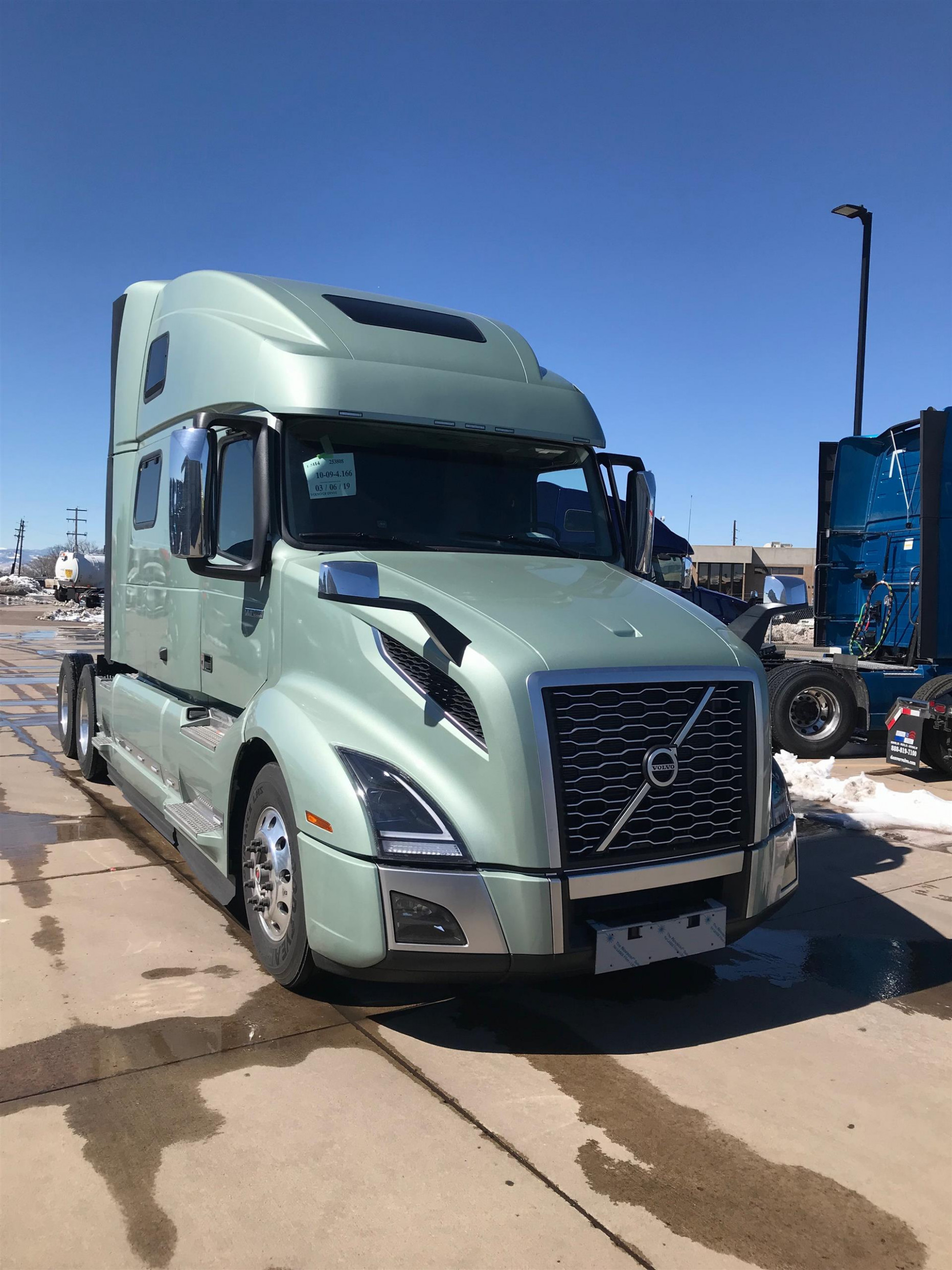 "6 Volvo VNL6T6 (For Sale) | 6"" Sleeper 