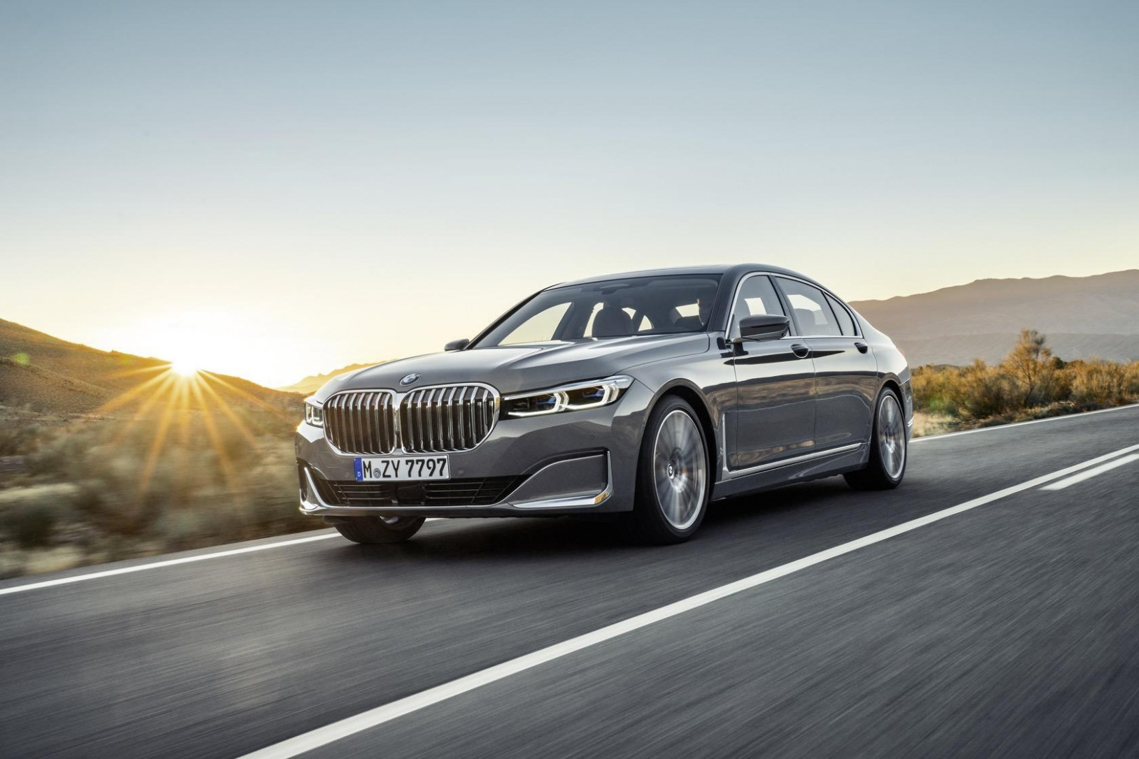 7 BMW 7 Series gets a huge grille, tech and hybrid update ..