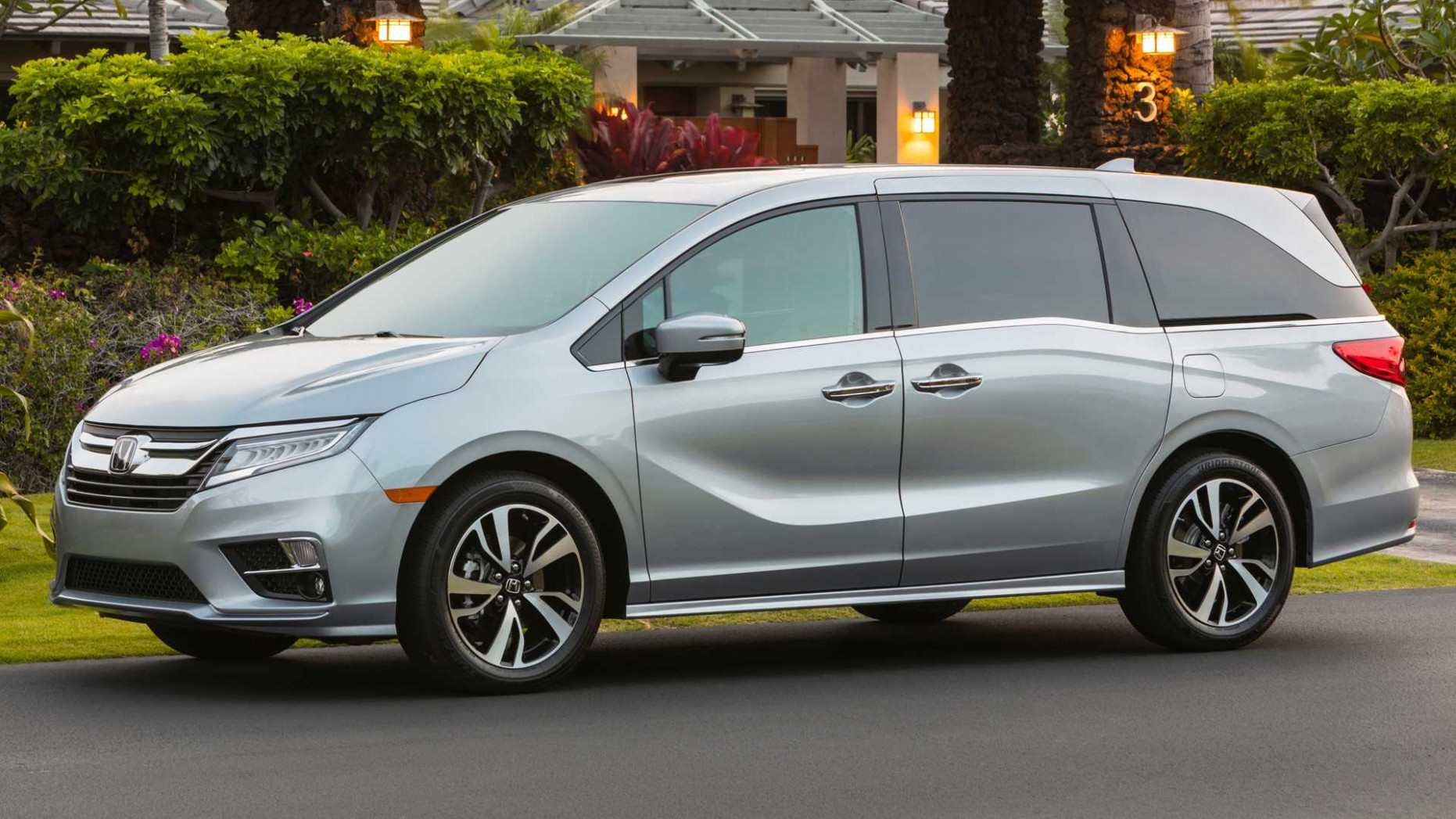 7 Honda Odyssey Gets 7th Anniversary Accessory Package - 2020 honda touring