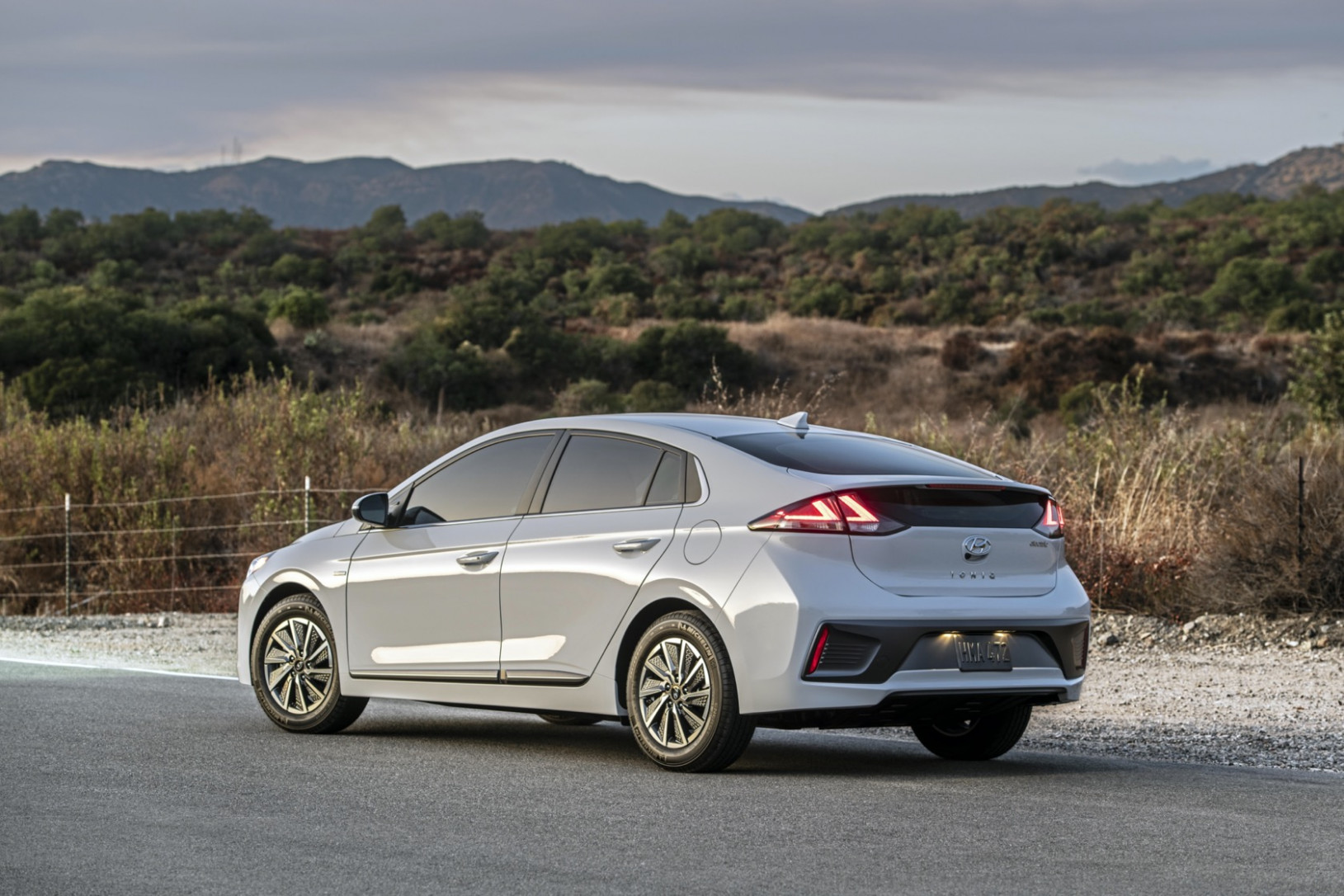7 Hyundai Ioniq Electric rises in range, power and price ...