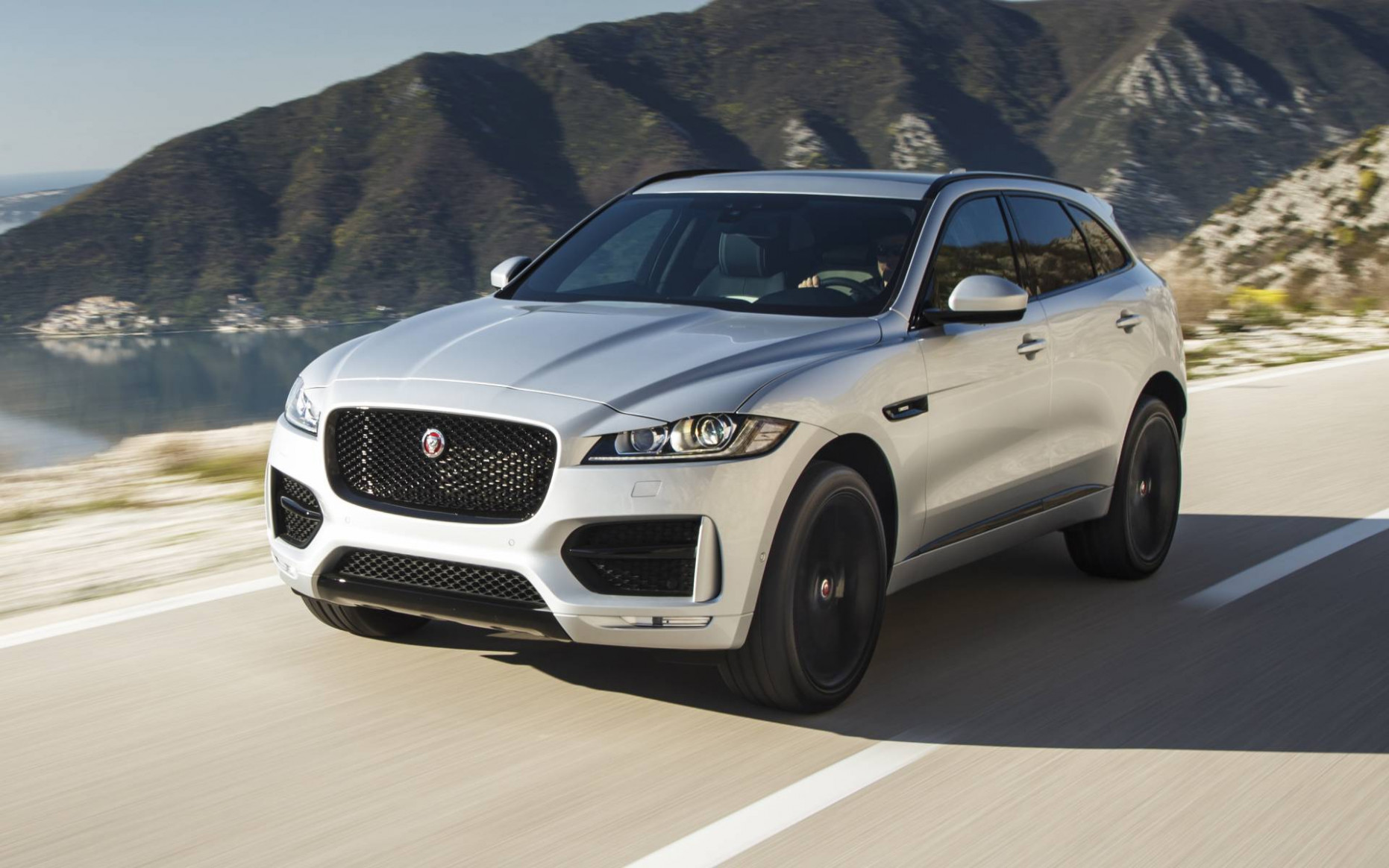 7 Jaguar F-PACE photos - 7/7 - The Car Guide