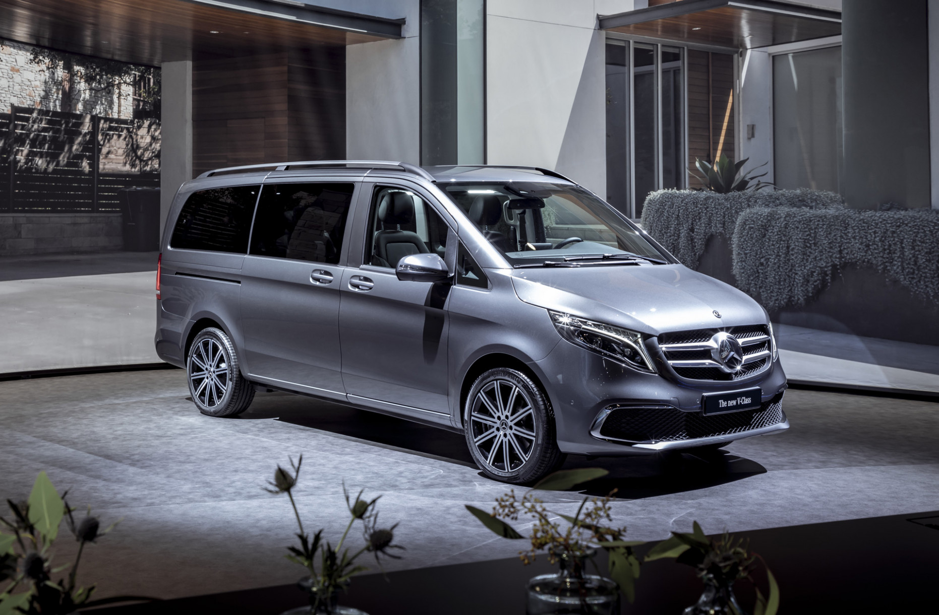 7 Mercedes-Benz V-Class hints at updates for Metris van, EQV ...