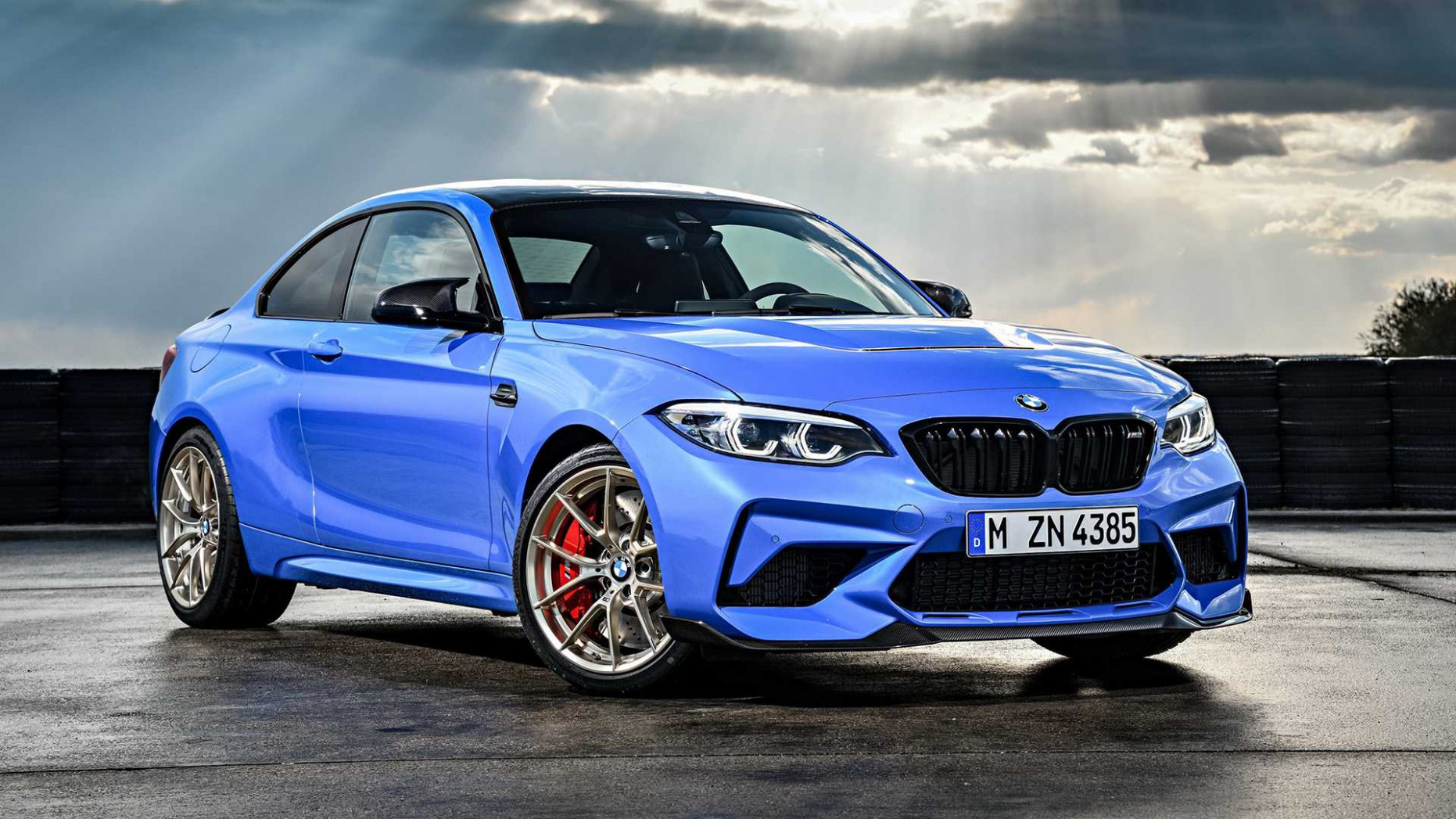 8 BMW M8 CS Debuts With More Power, Better Suspension, And A Manual