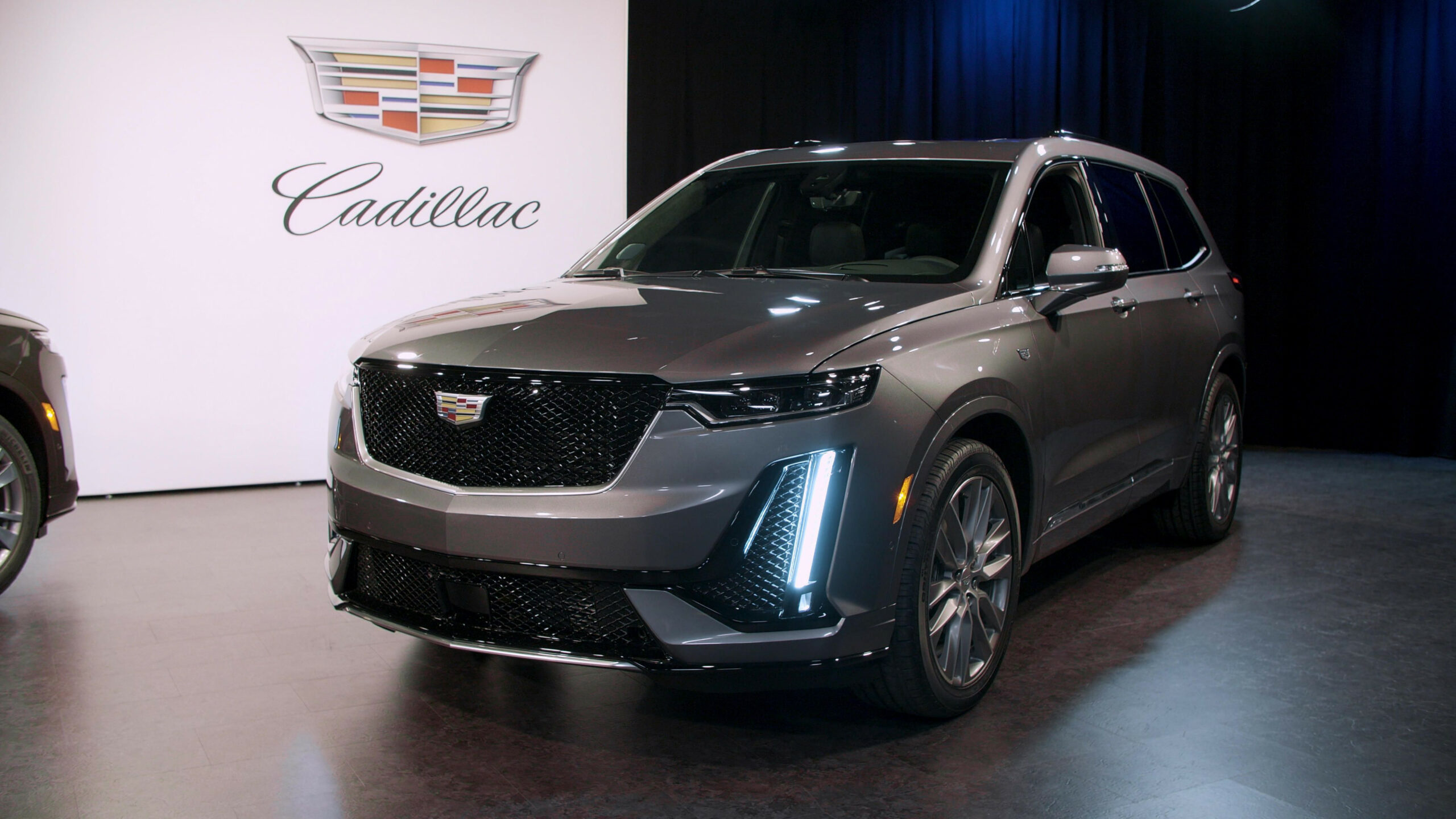 8 Cadillac XT8 gets unwrapped before the Detroit Auto Show - cadillac rv show 2020