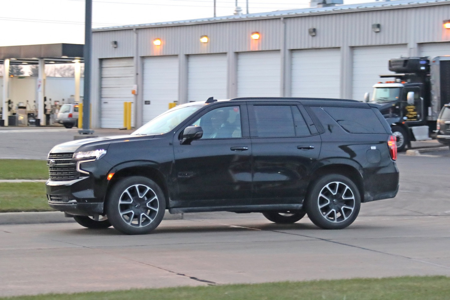 8 Chevrolet Tahoe RST On The Street: Live Photo Gallery   GM ..